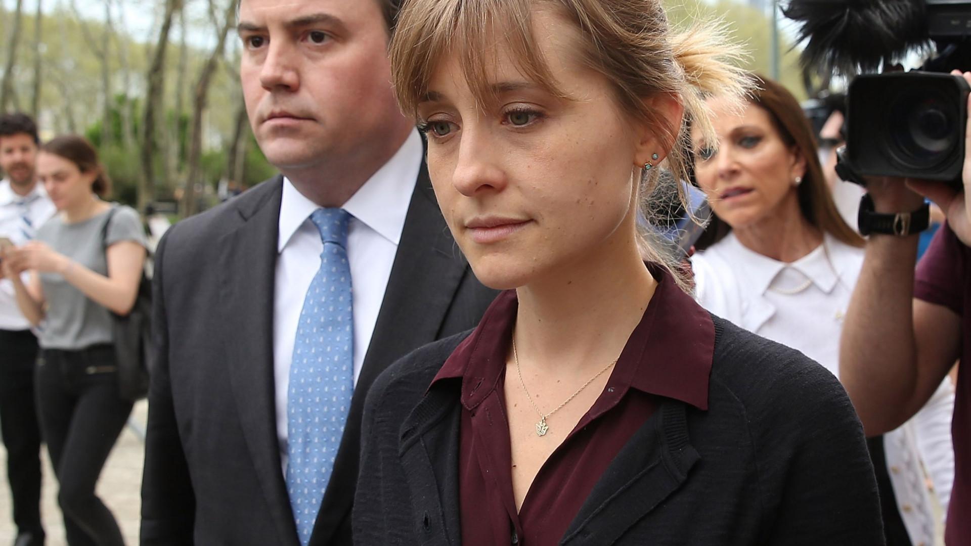Atriz Allison Mack, líder de seita sexual, já sabe data de julgamento