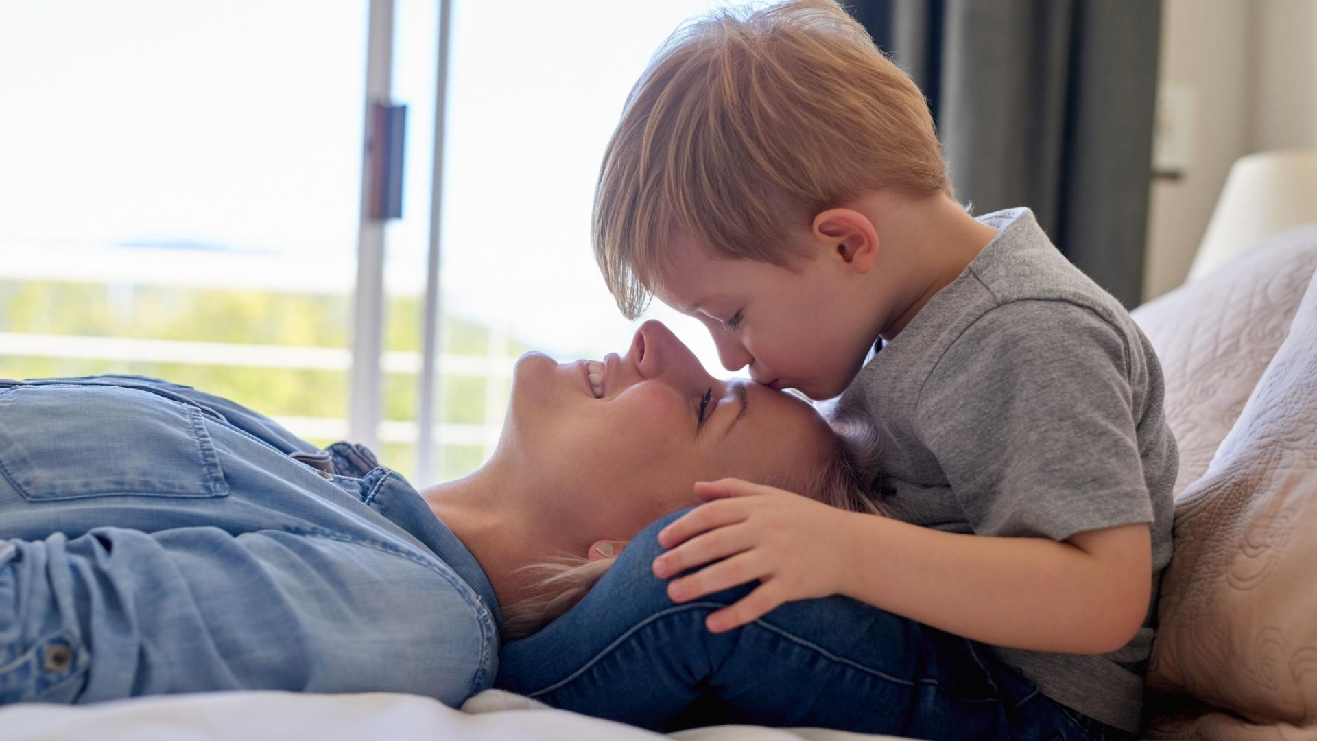 'Meninos da mamã' mais resilientes e aptos para enfrentar problemas