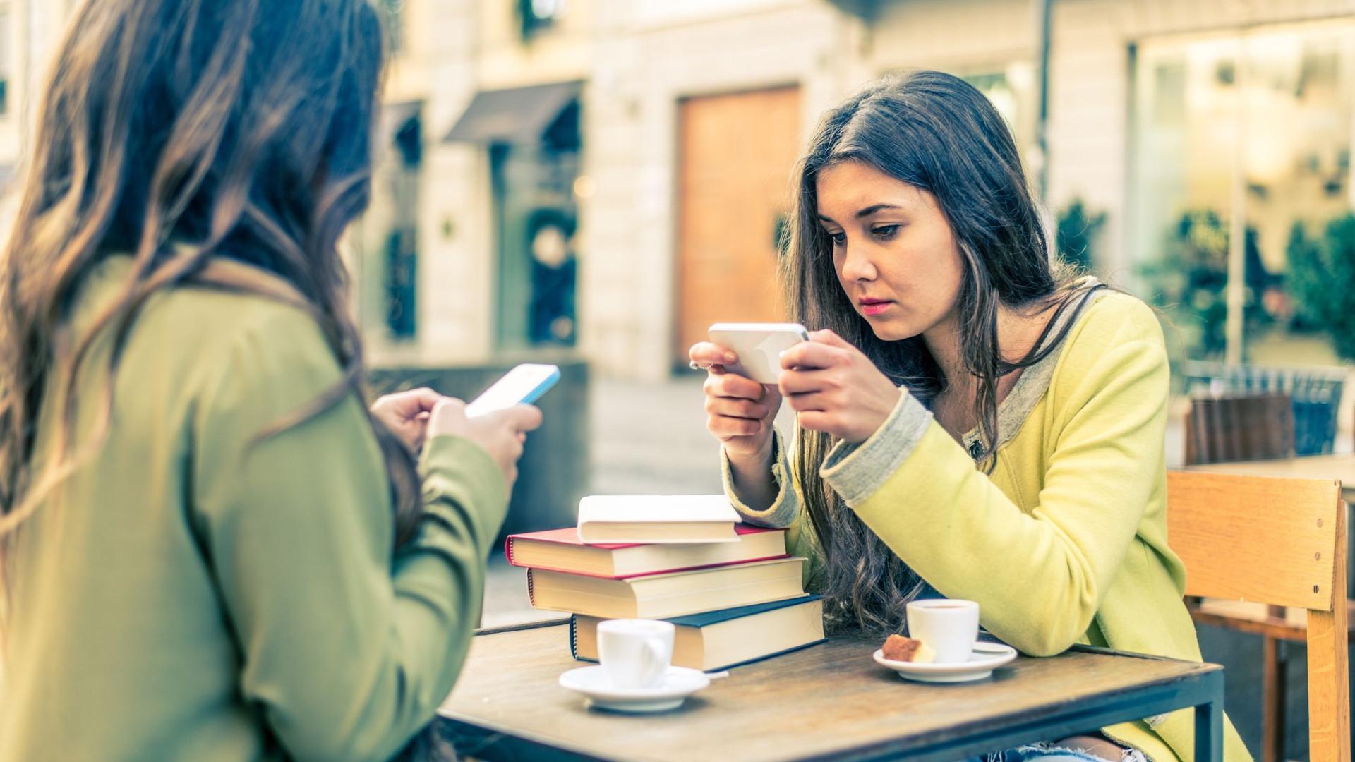 Telemóvel é a sua 'rede de segurança' na vida social, diz estudo