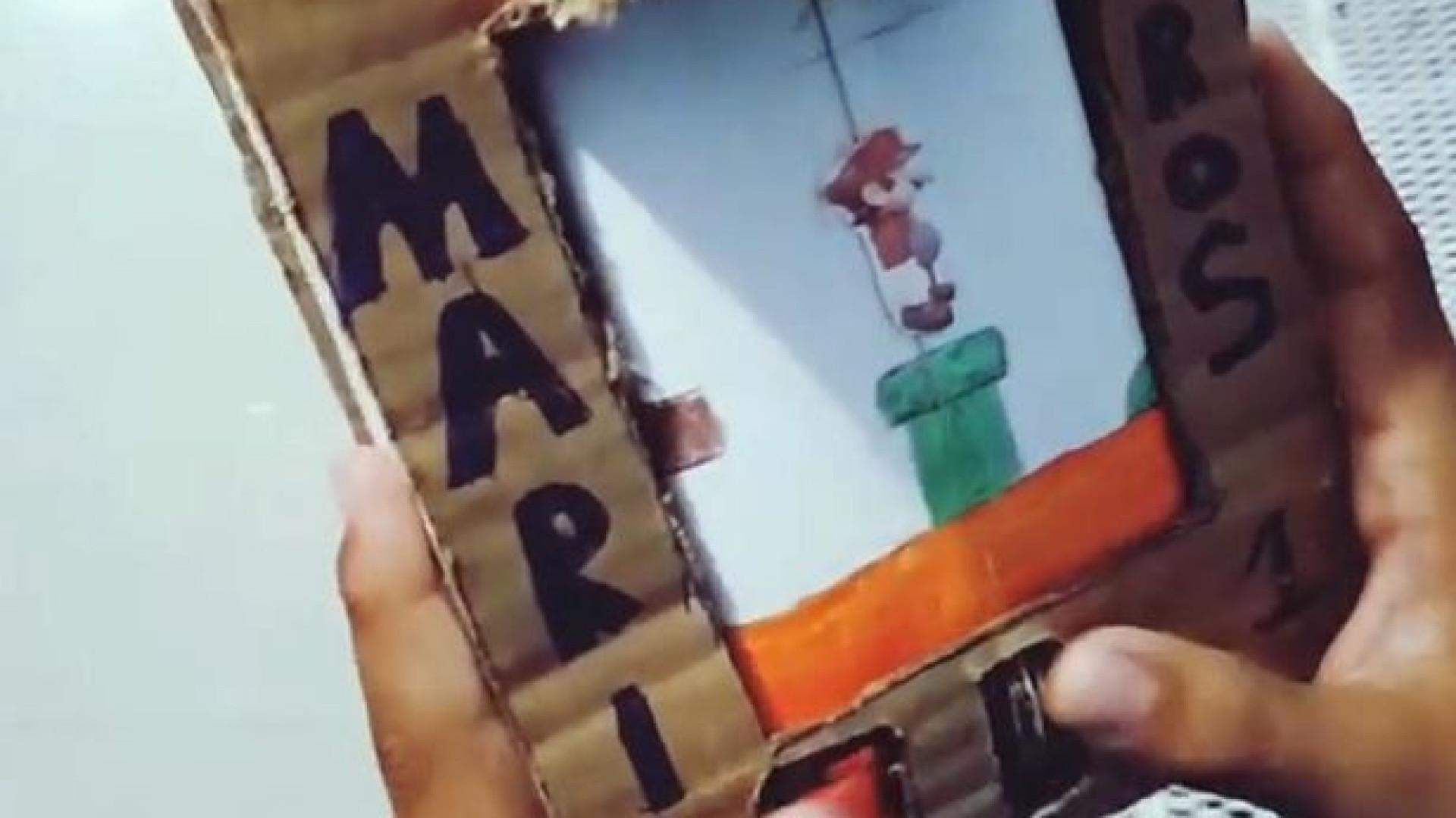 Jovem cria Game Boy para poder jogar Super Mario... tudo em cartão