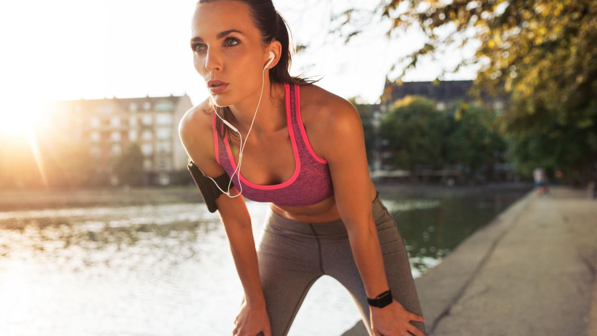 Cinco dicas para treinar durante o verão (sim, queima mais calorias)
