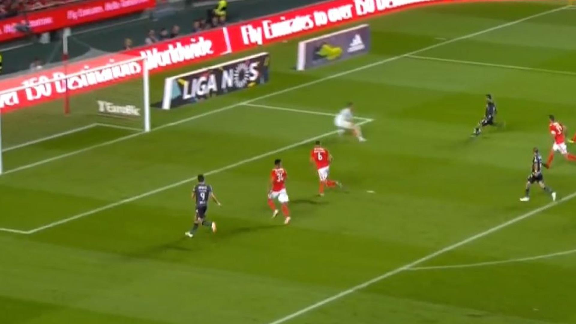 Celis ainda assustou os adeptos do Benfica com este golo