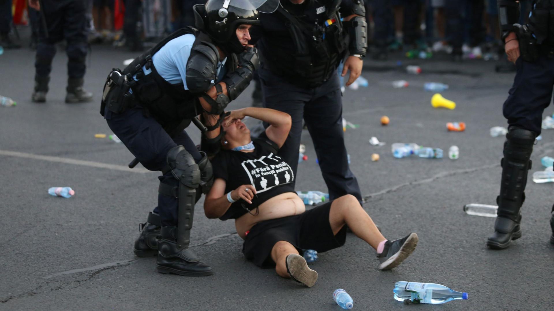 Manifestação organziada por expatriados na Rómenia faz feridos e detidos
