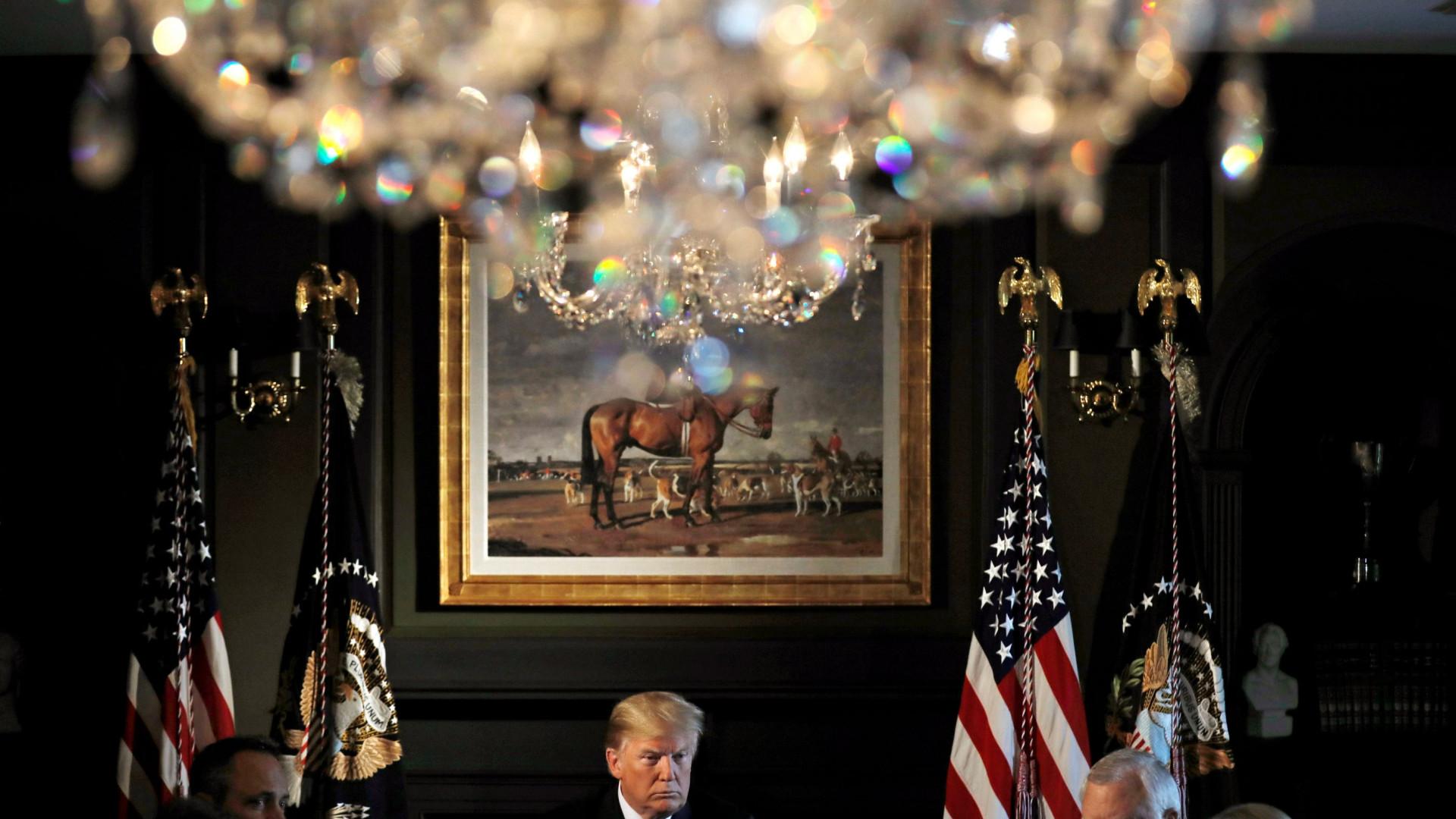 Trump diz que condena racismo um ano após Charlottesville