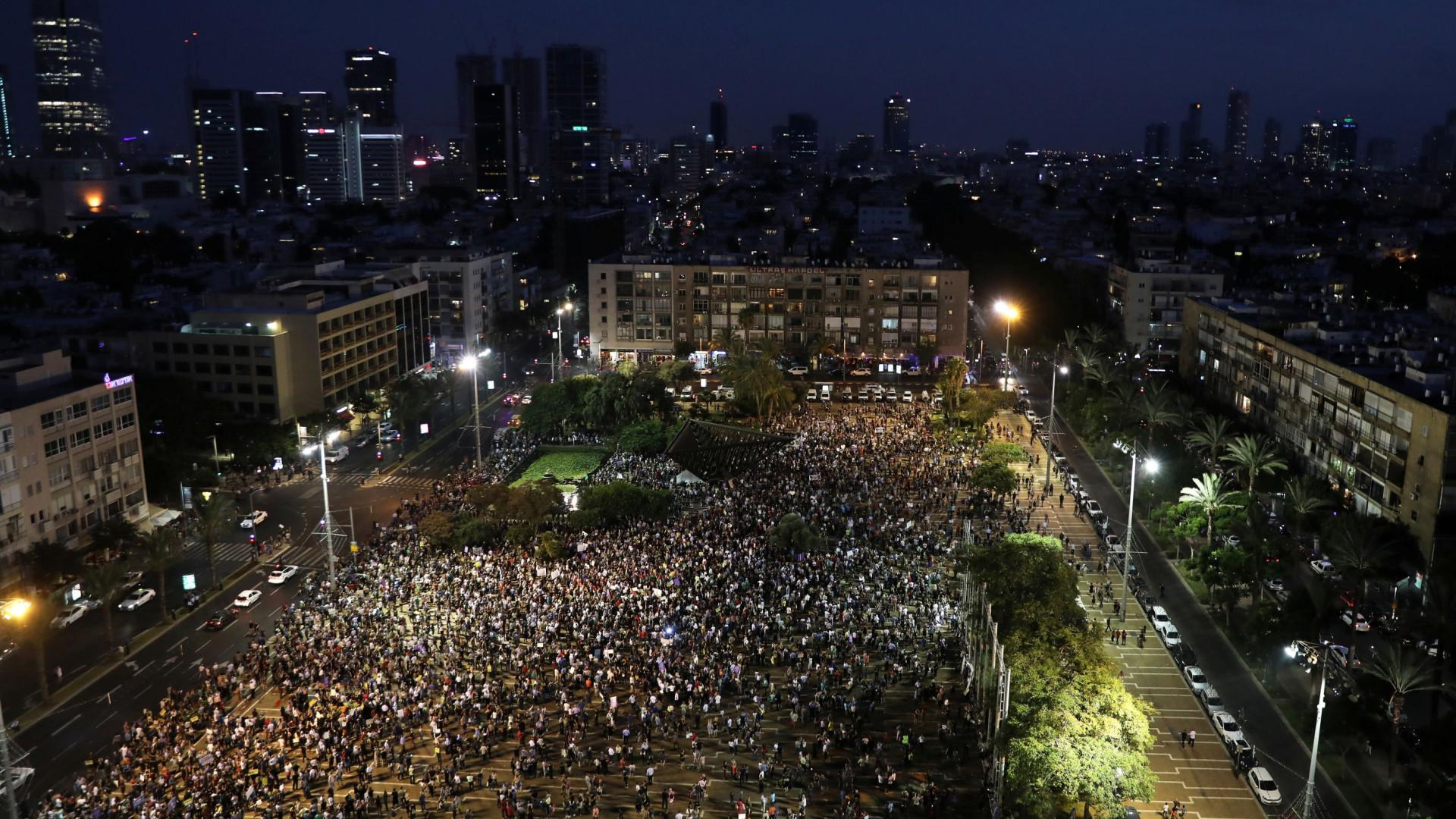"""Milhares de árabes israelitas manifestam-se contra lei """"Estado-nação"""""""