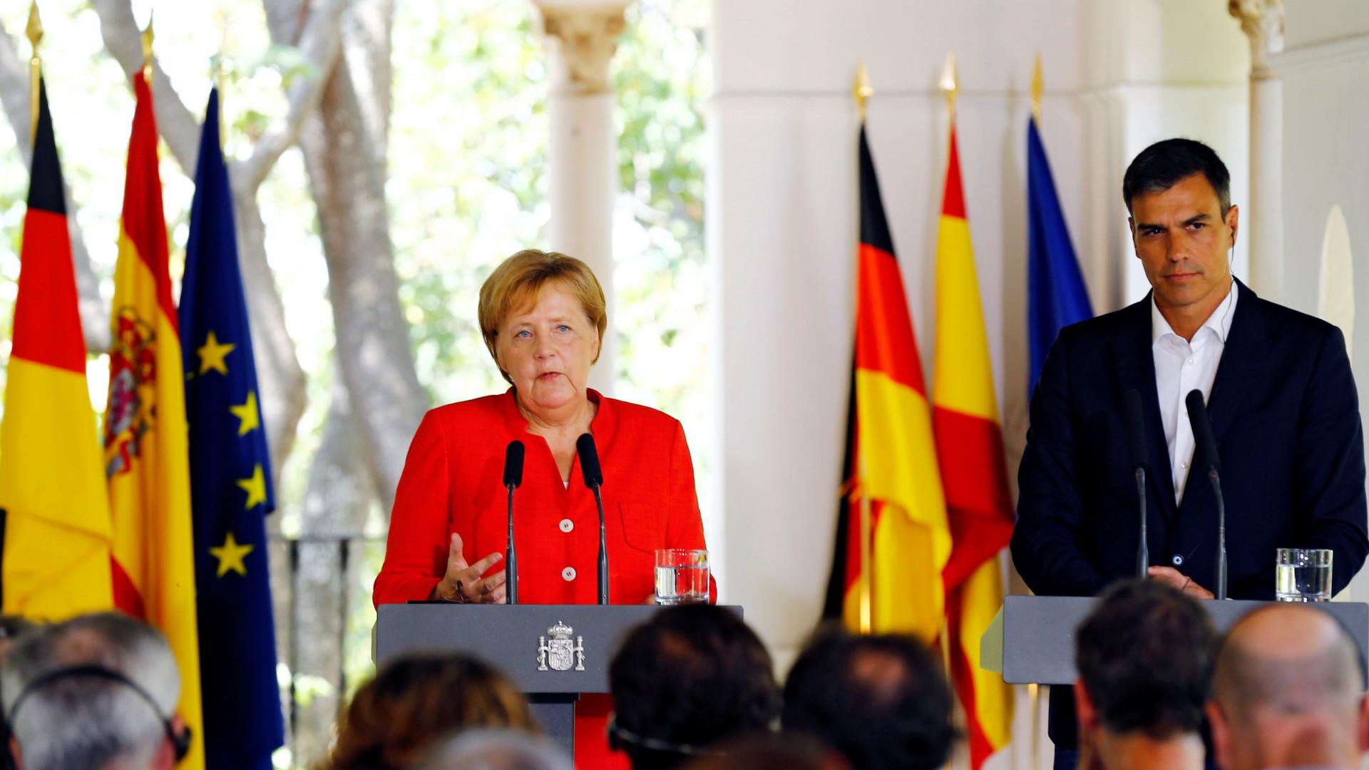 """Merkel e Sánchez defendem """"distribuição justa"""" de migrantes e refugiados"""