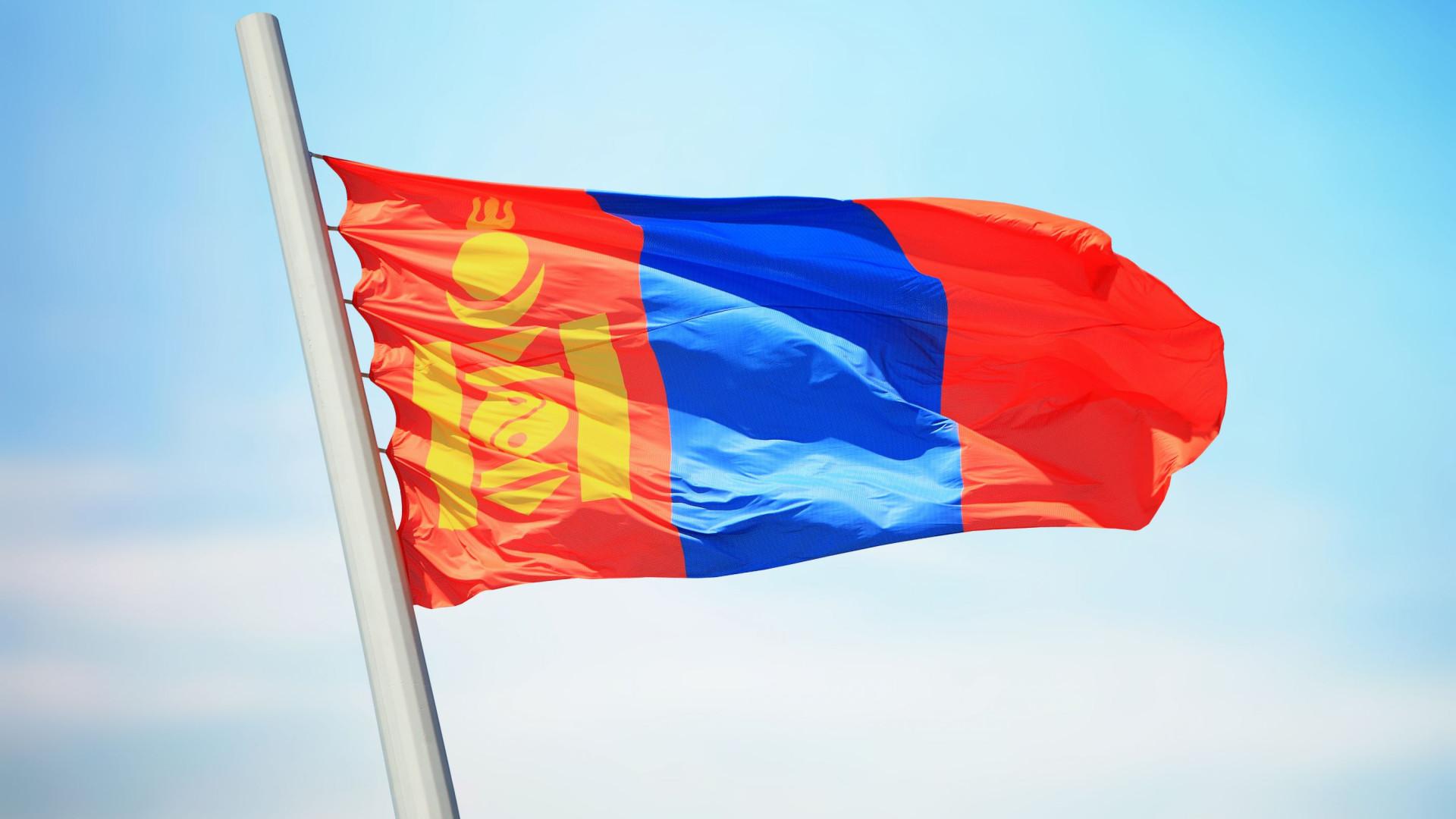 Comboio com 328 pessoas a bordo descarrila na Mongólia. Não há mortes