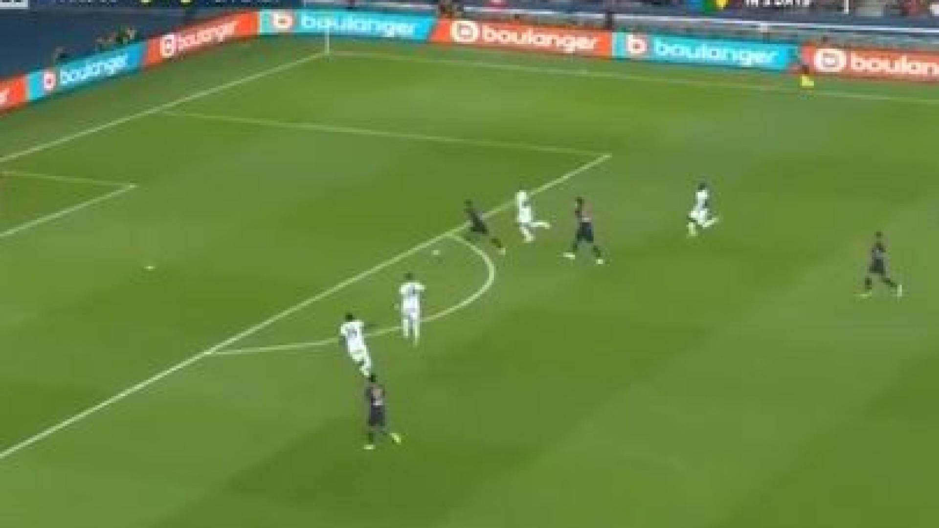 Neymar só precisou de 10 minutos para voltar aos golos pelo PSG