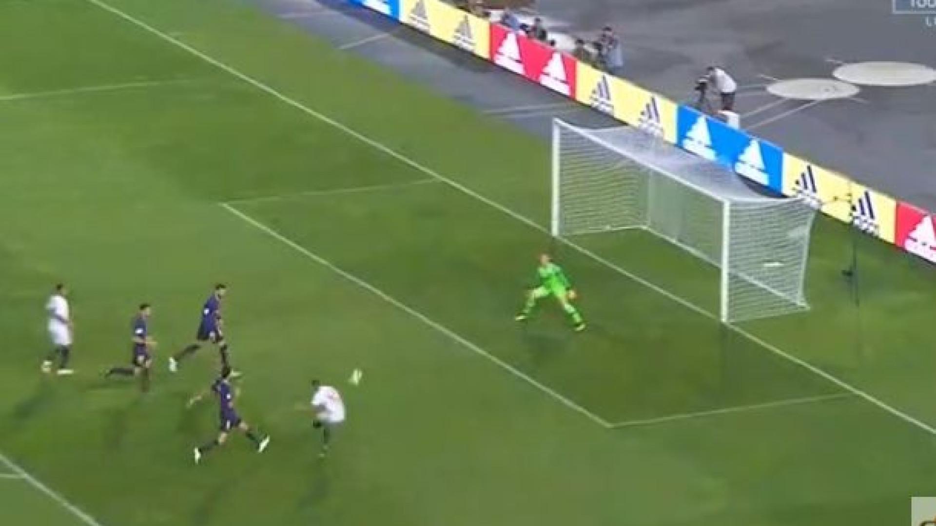 Contra-ataque 'fulminante' do Sevilla terminou em golo de Sarabia