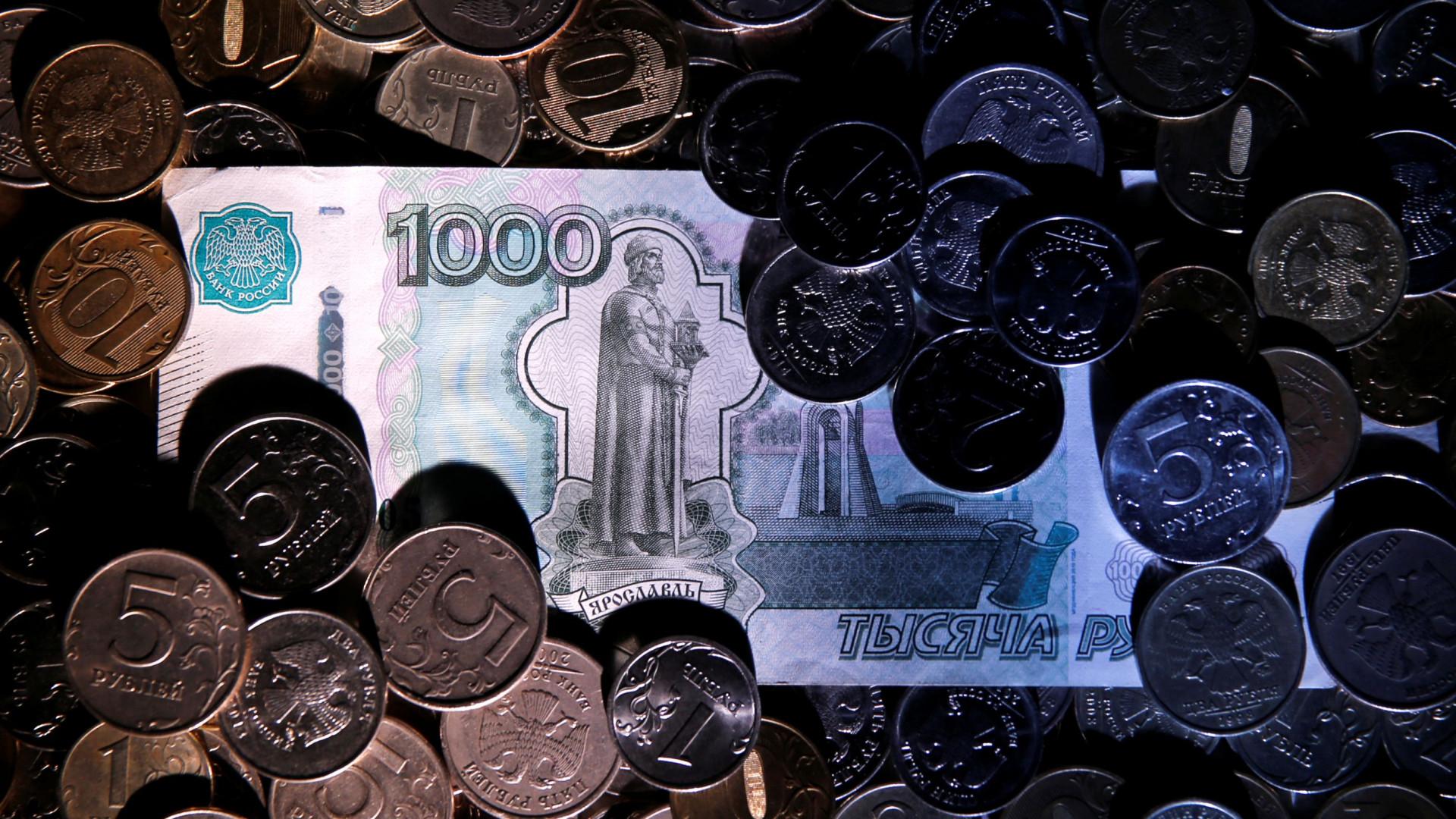 Moeda russa em mínimos de mais de dois anos face ao dólar