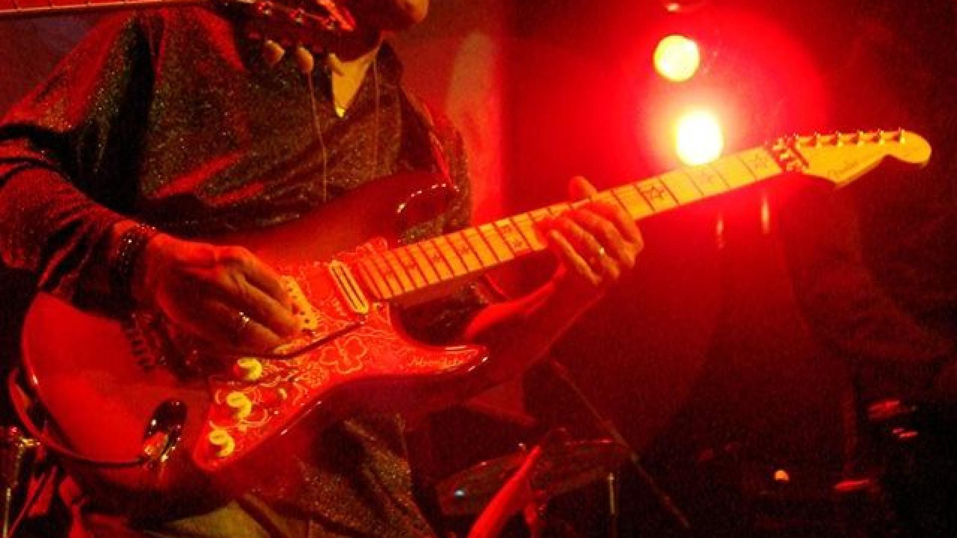 """Mendrix: O """"guitarrista de génio"""" que se manteve ativo mais de 50 anos"""