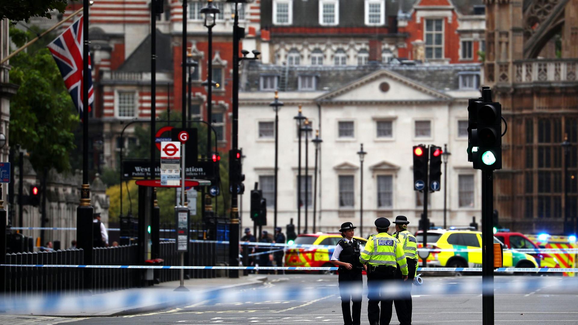Theresa May elogia resposta de autoridades a incidente em Westminster