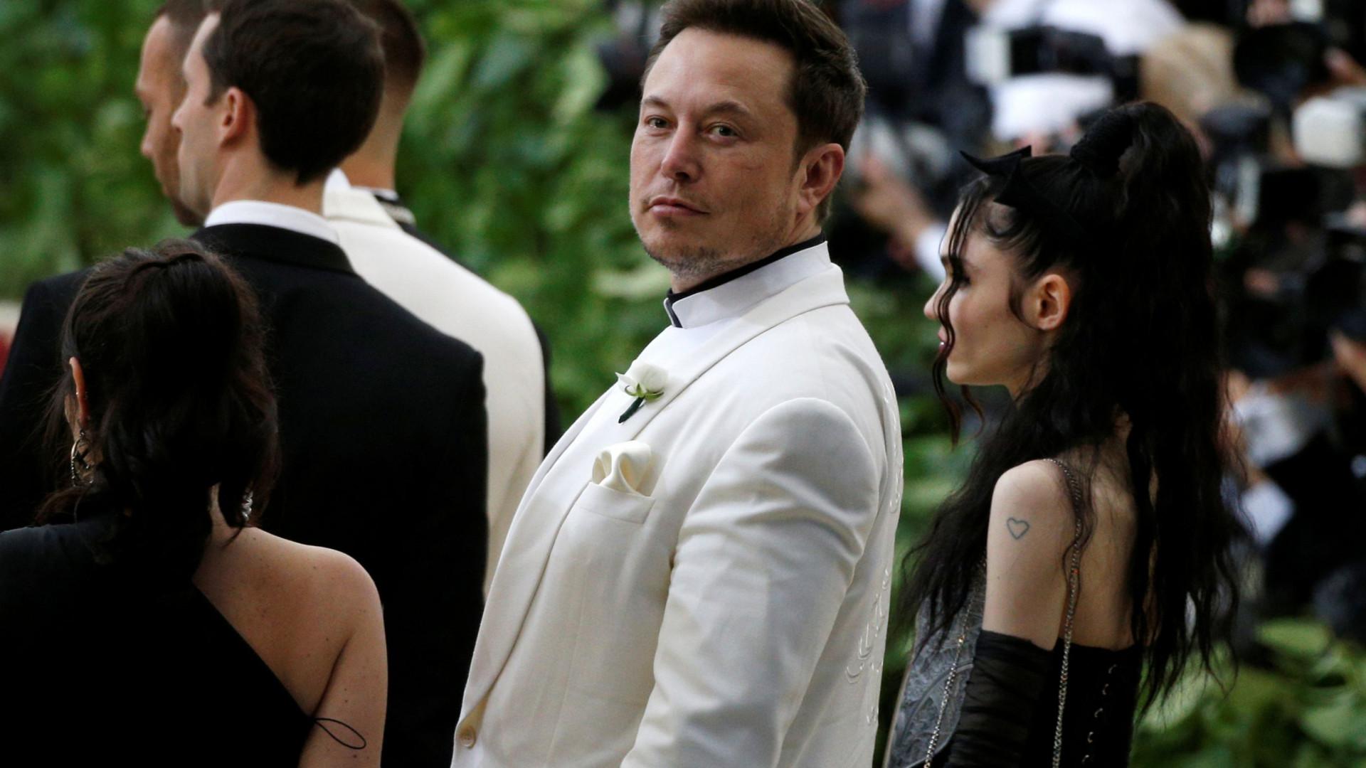 Novo 'drama' de Elon Musk envolve privatização da Tesla e… Azealia Banks