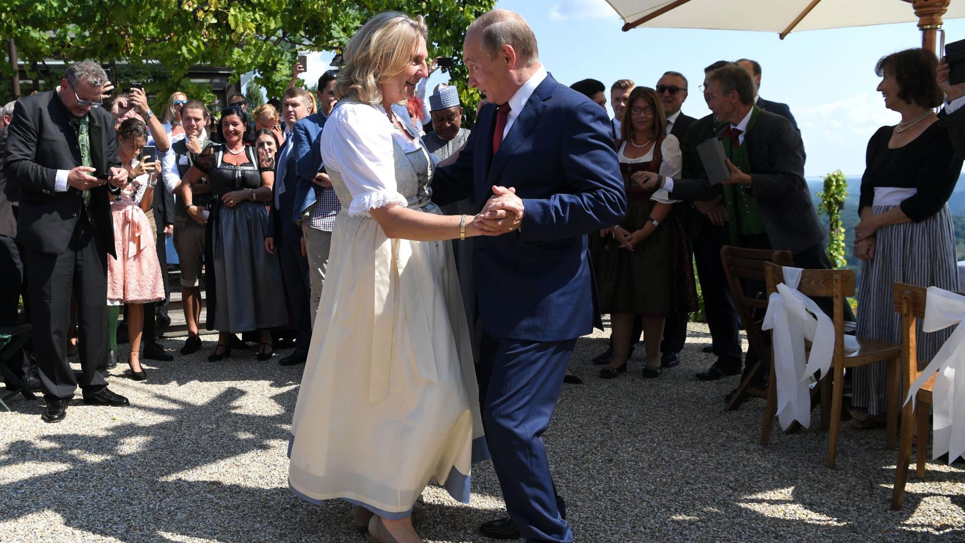 Vídeo revela momento em que Putin mostrou que também sabe dançar