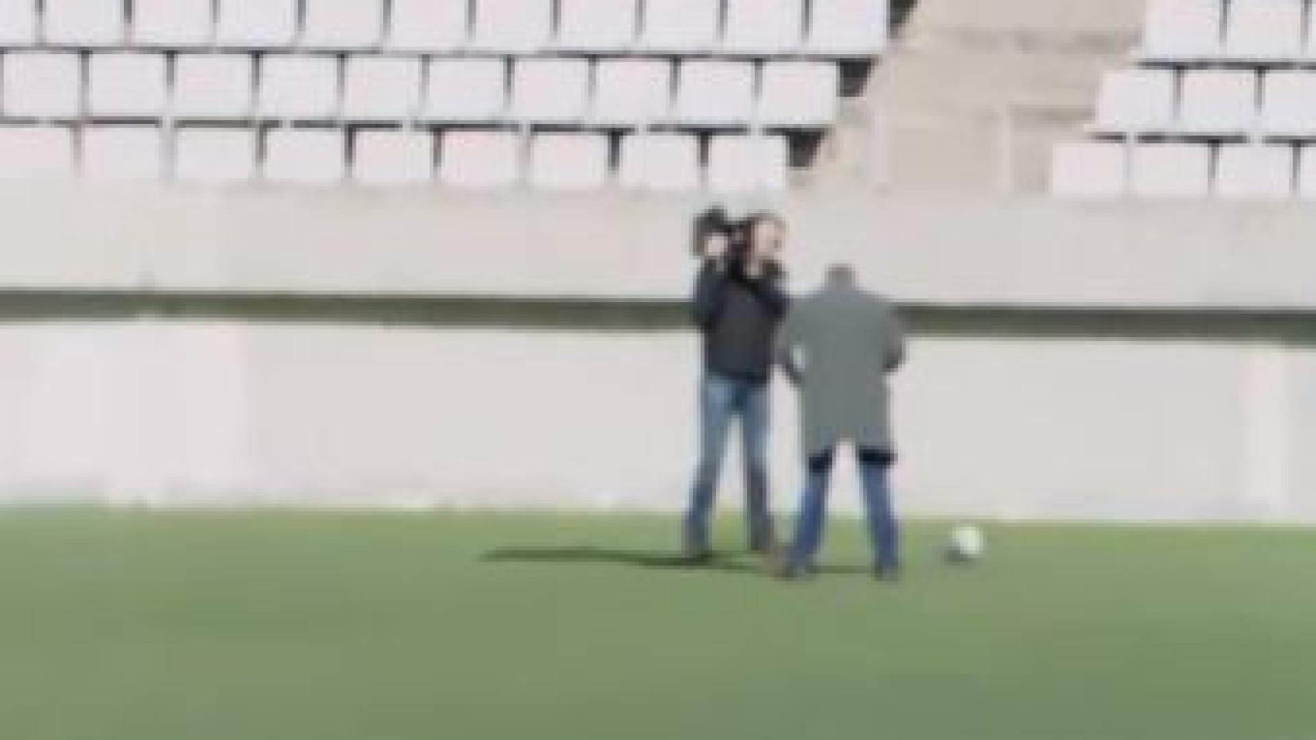 Messi faz 'cueca' a jornalista que estava a mais de 40 metros