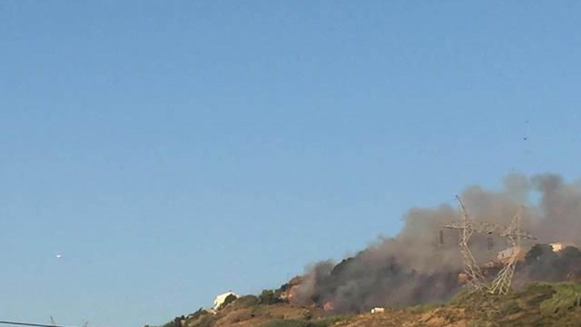 Incêndio perto do IKEA de Loures mobiliza mais de 50 operacionais