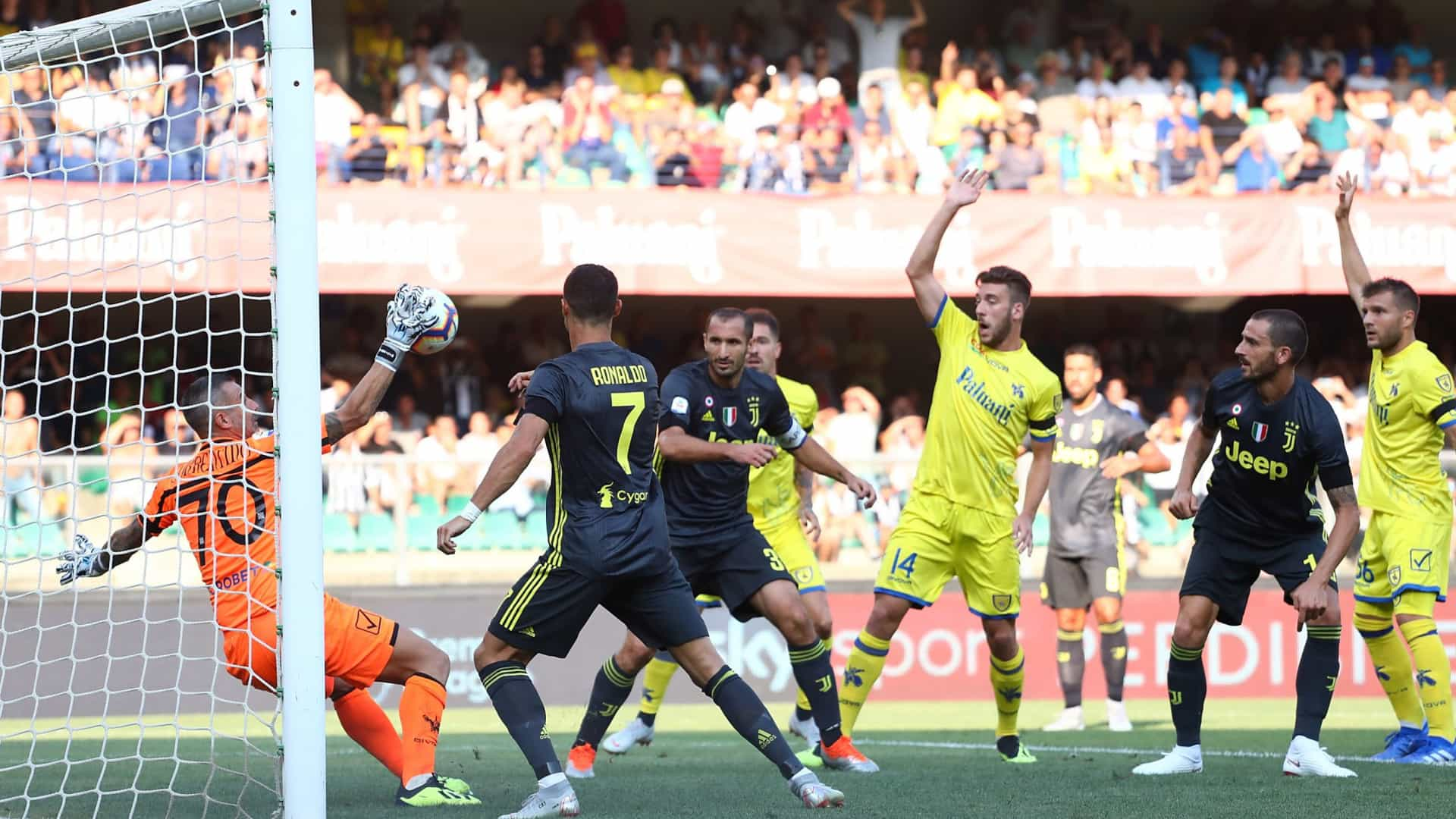 Guardião do Chievo revela mensagem de Ronaldo após choque entre ambos