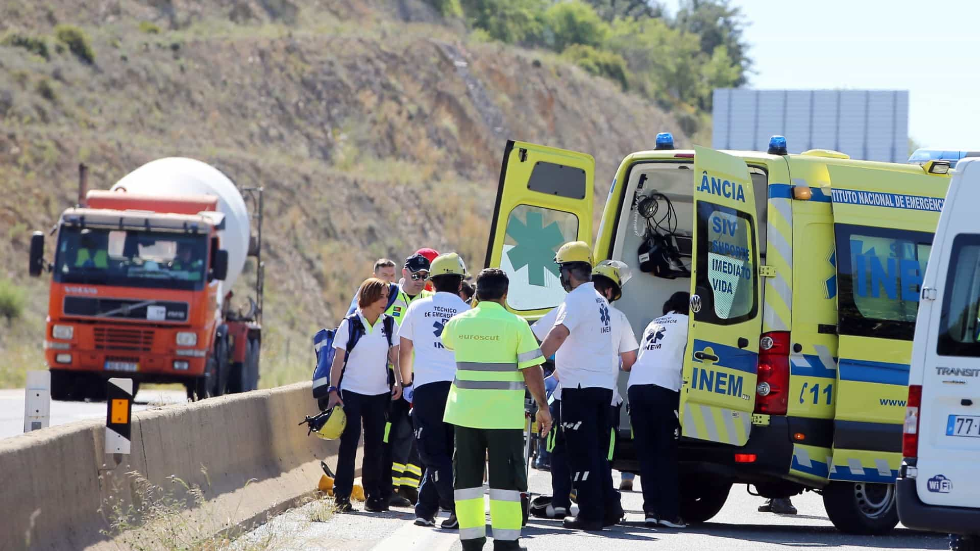 Via do Infante reaberta após acidente que provocou três feridos