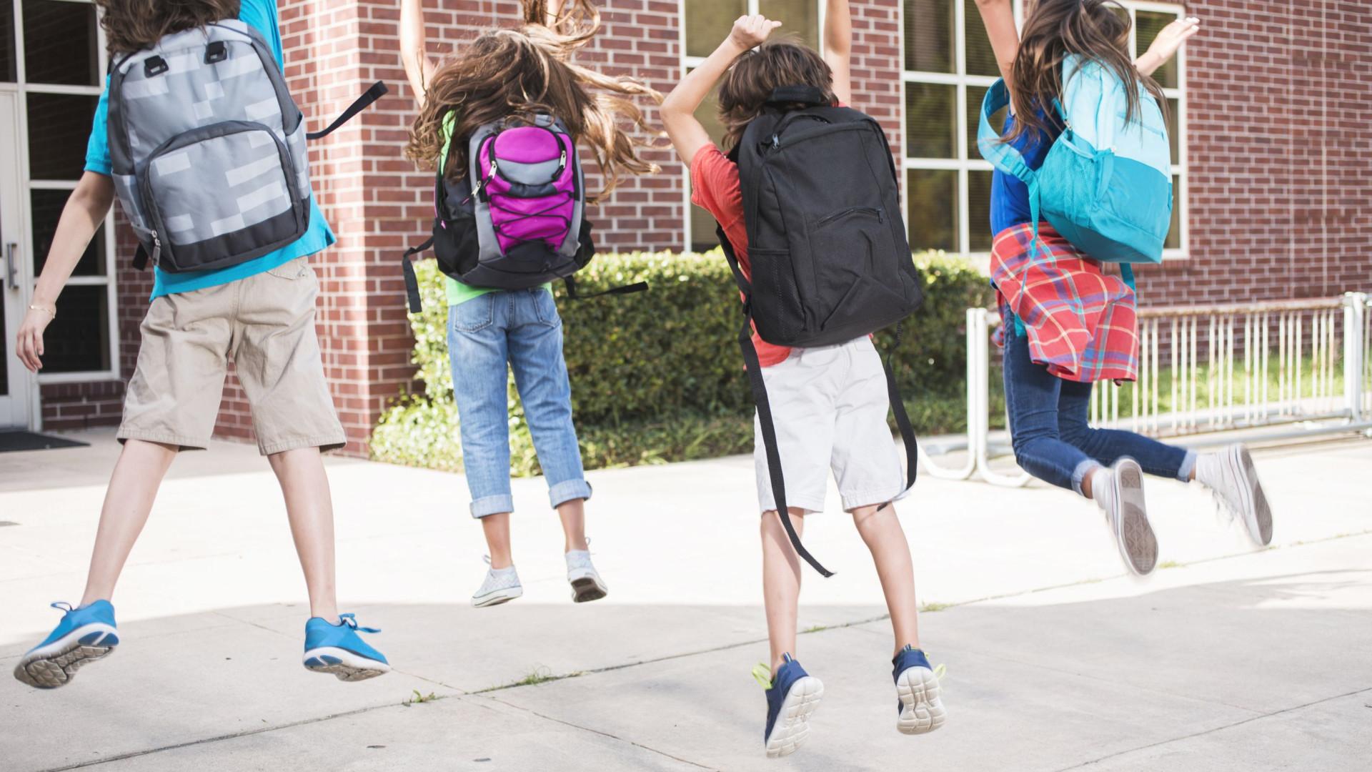 Problemas nas costas previnem-se desde cedo, a começar pela mochila certa