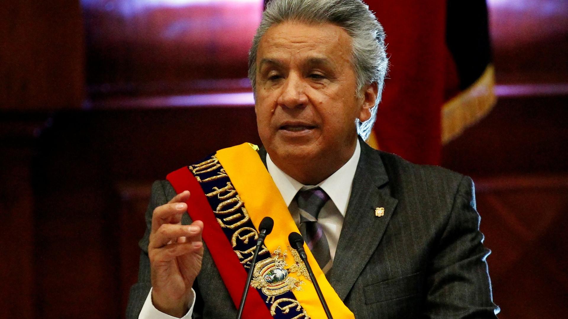 Equador vai acabar com ministérios e subir o preço da gasolina