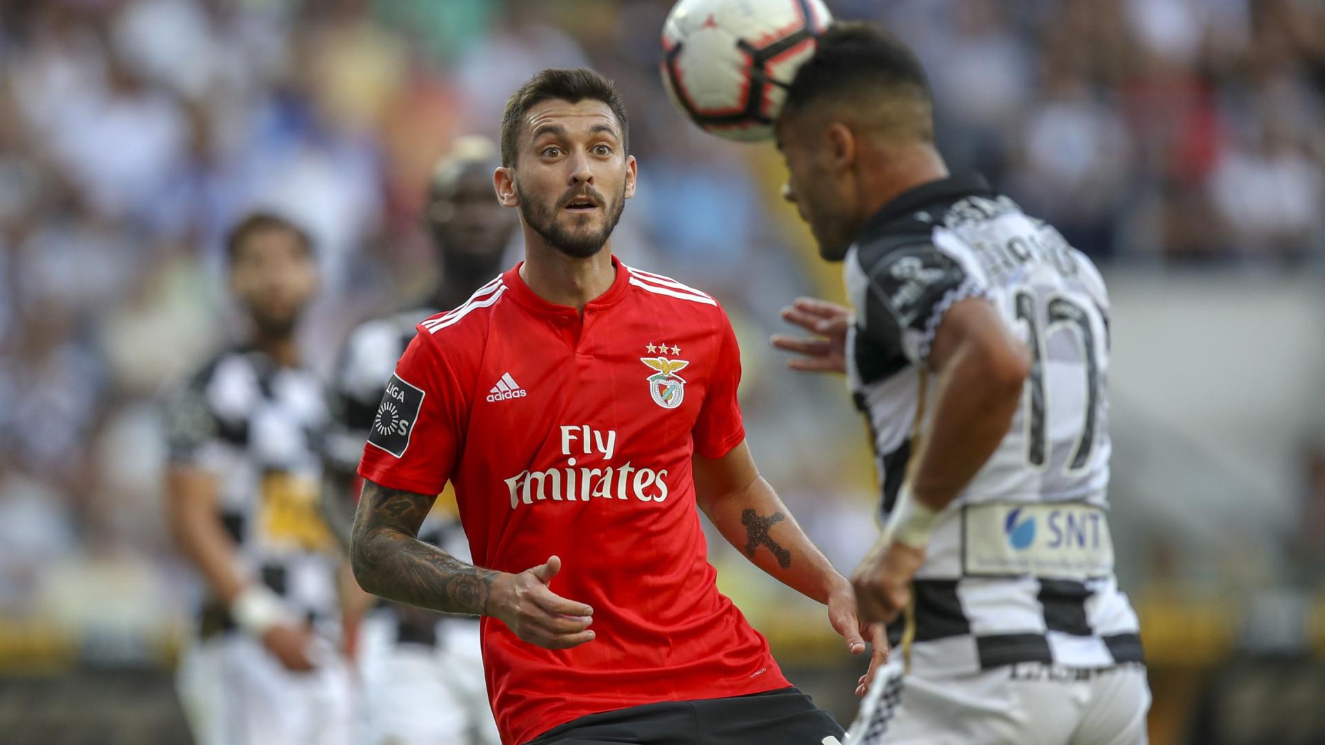 Benfica quer vender três jogadores em janeiro e há sete nomes em equação