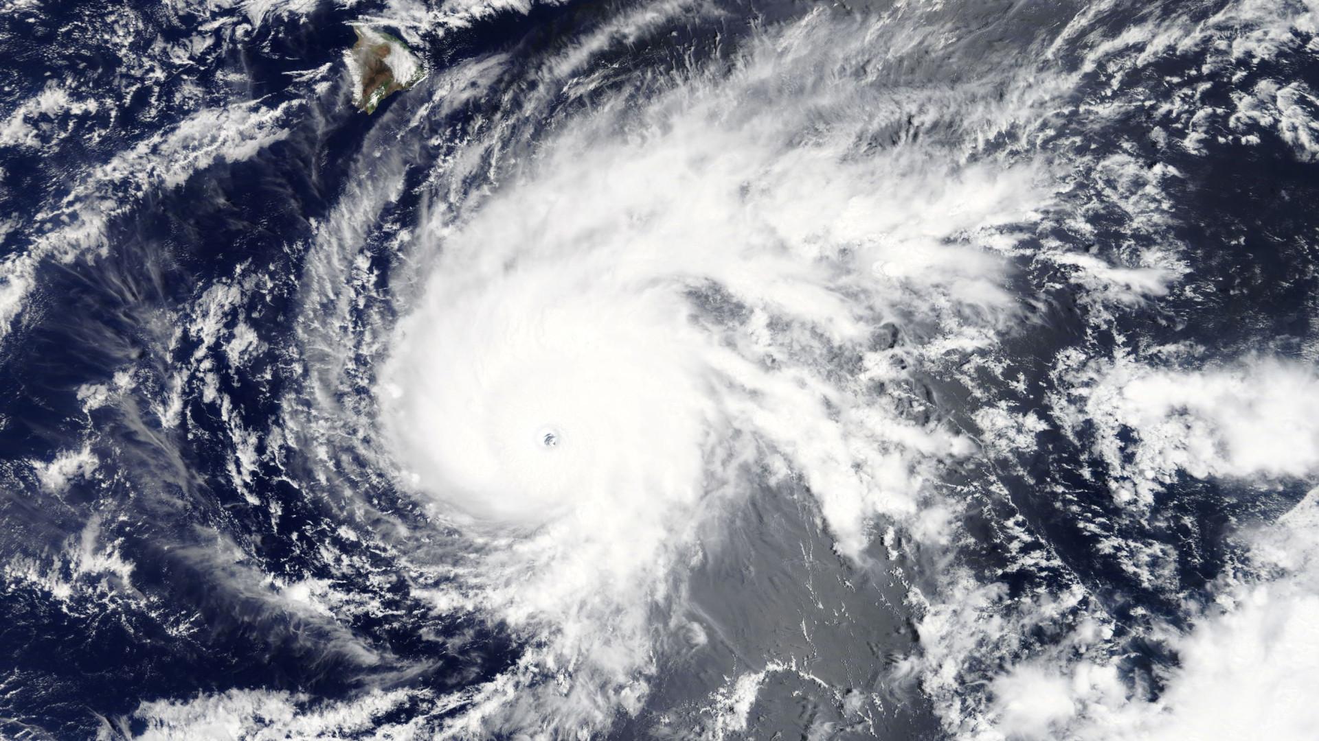 Furacão Helene mantém trajetória de aproximação aos Açores