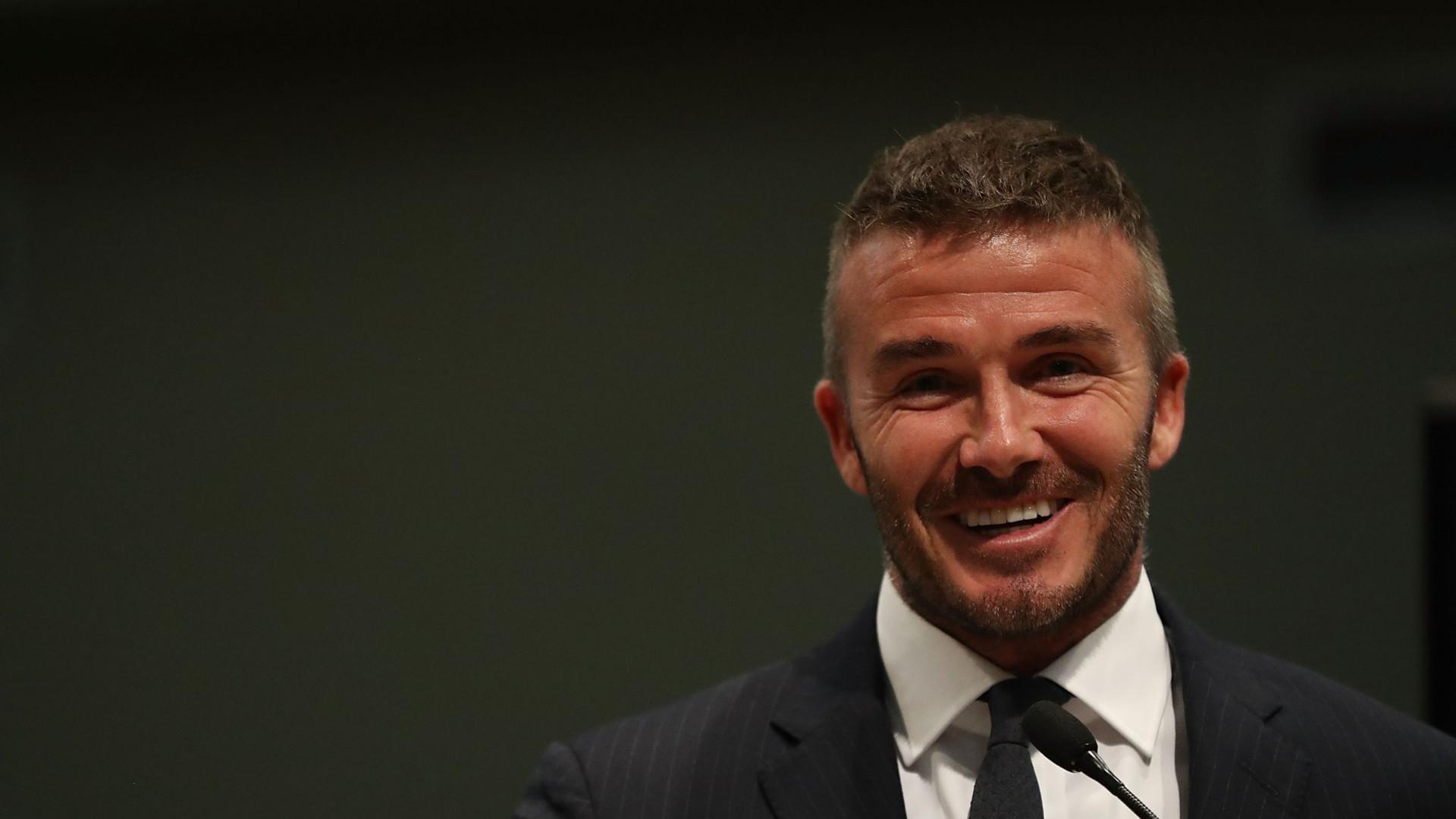 David Beckham 'apanhado' a falar ao telemóvel enquanto conduzia