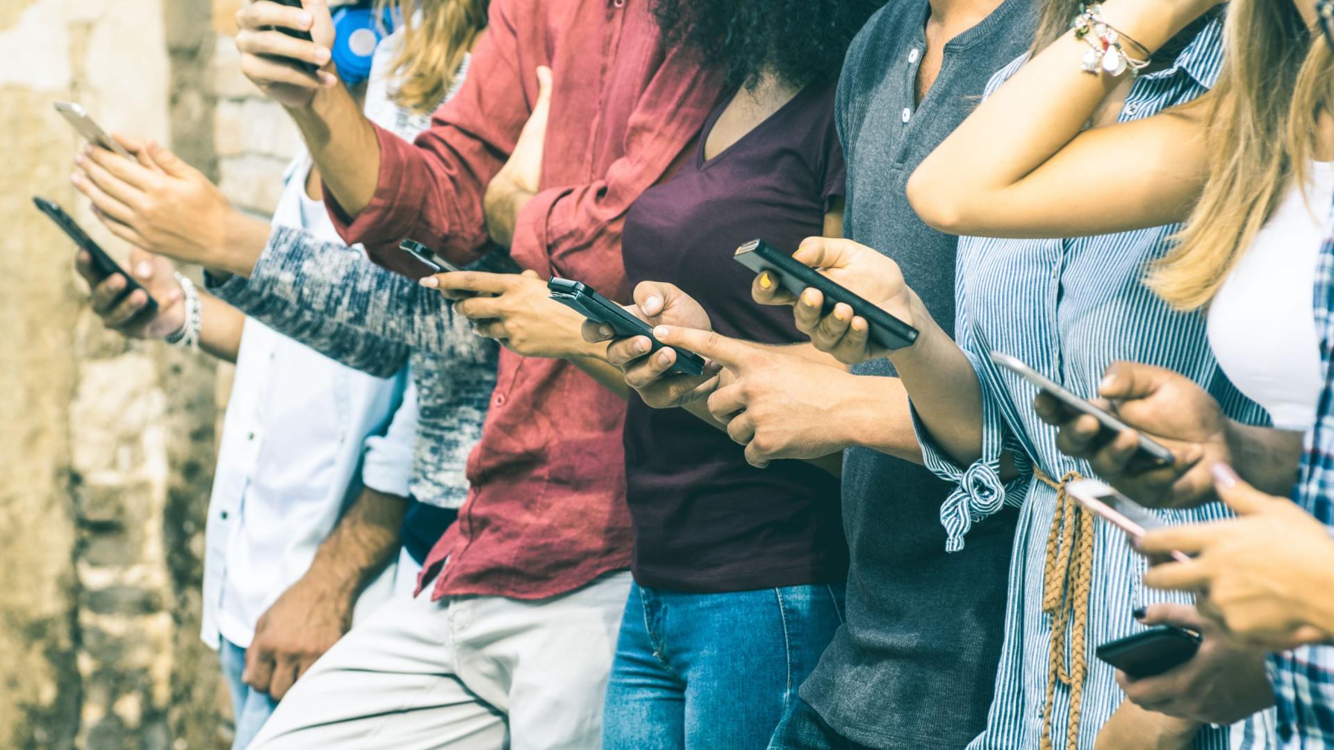 Mais confiantes e menos solitários. O efeito das redes sociais nos jovens