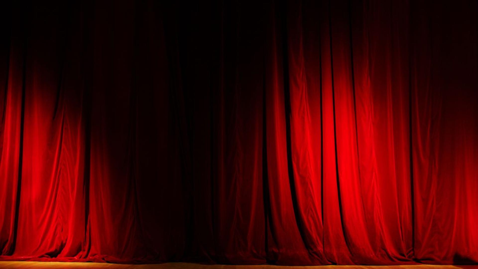 Regressa a cena ópera 'Três Mulheres com Máscara de Ferro'