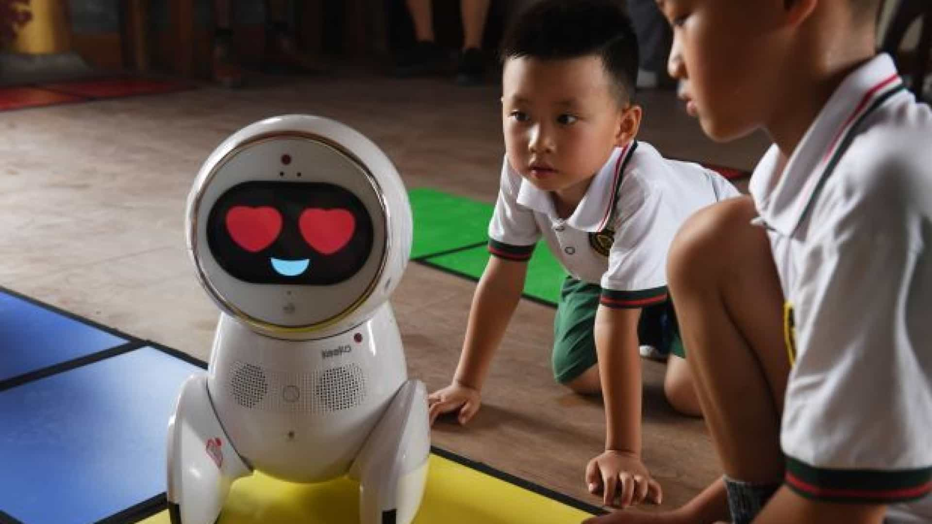 Jardins de infância na China adotam robots como professores