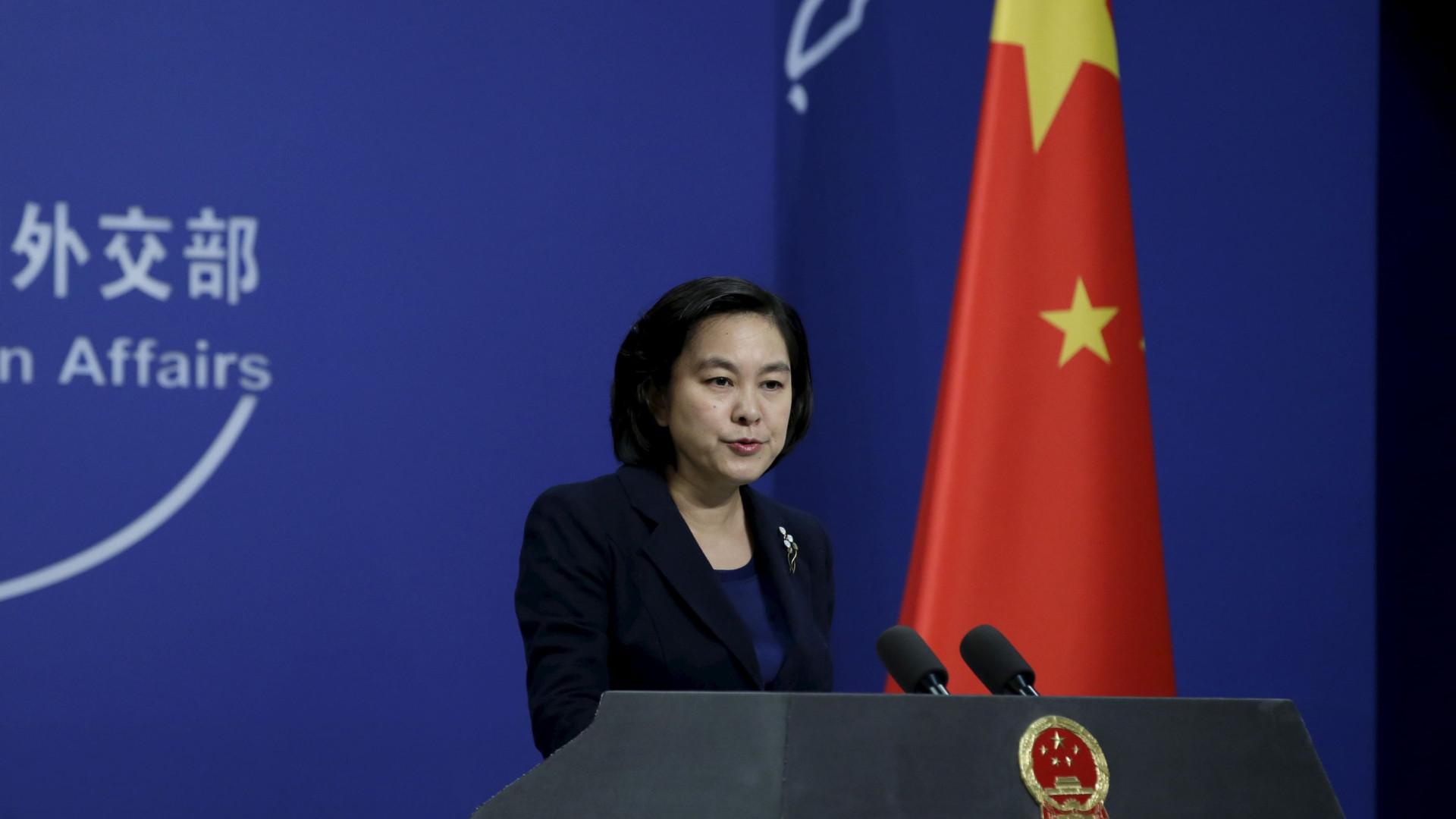 """China exige ao Reino Unido para """"parar de interferir em Hong Kong"""""""