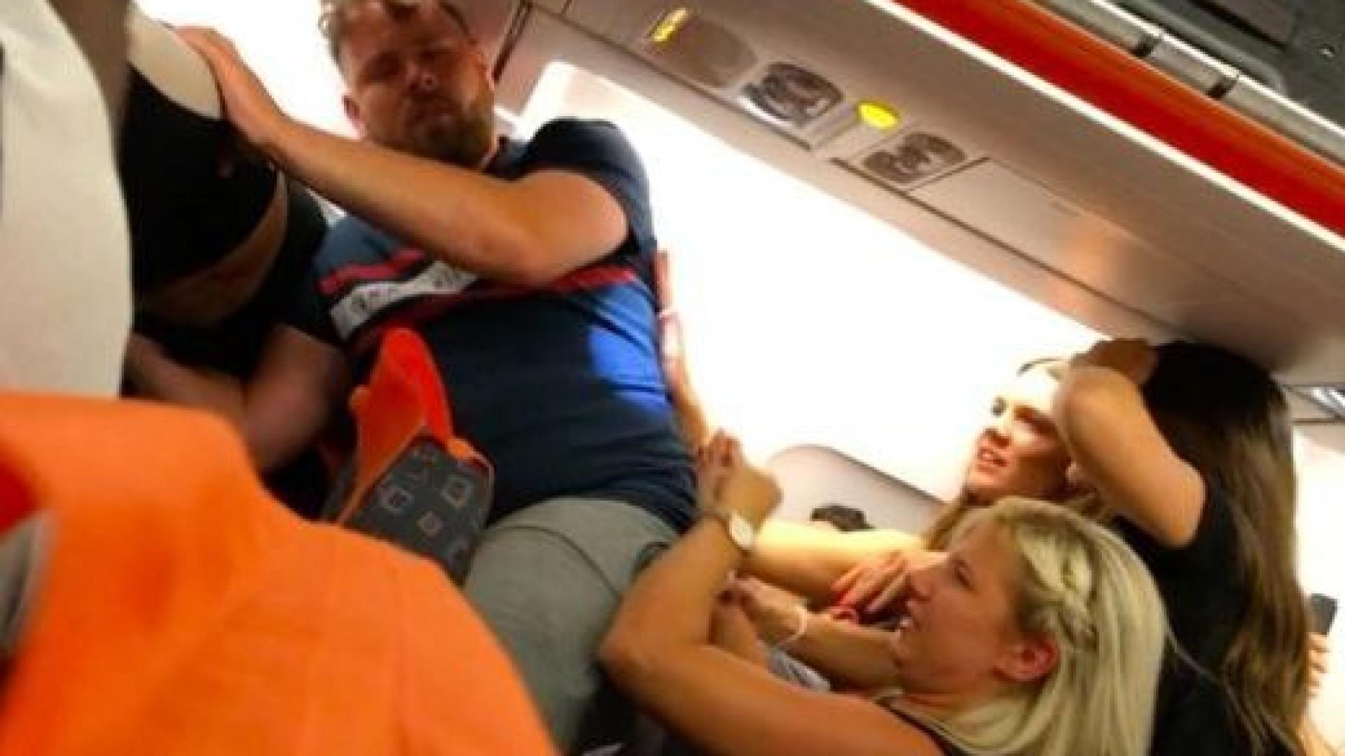 Discussão a bordo de voo da easyJet acaba com uma pessoa detida