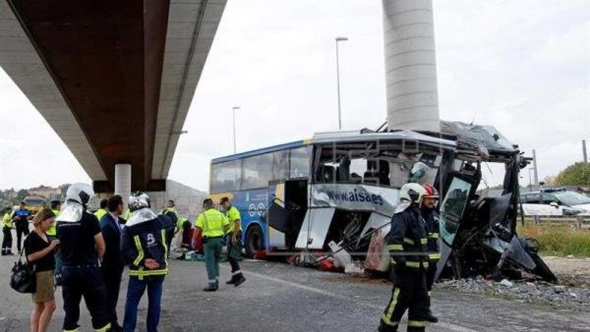 Acidente de autocarro em Espanha faz pelo menos cinco mortos