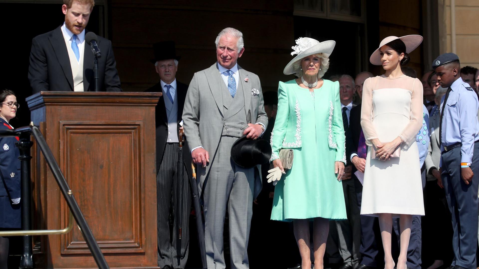 O que é que o príncipe Carlos pensa de Meghan Markle?