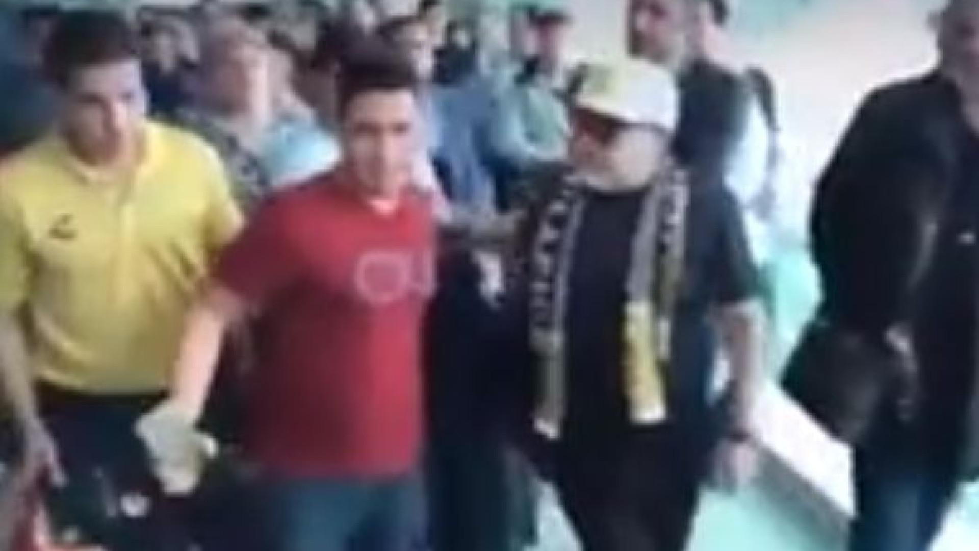 Maradona chegou ao México e teve gesto pouco simpático com adepto