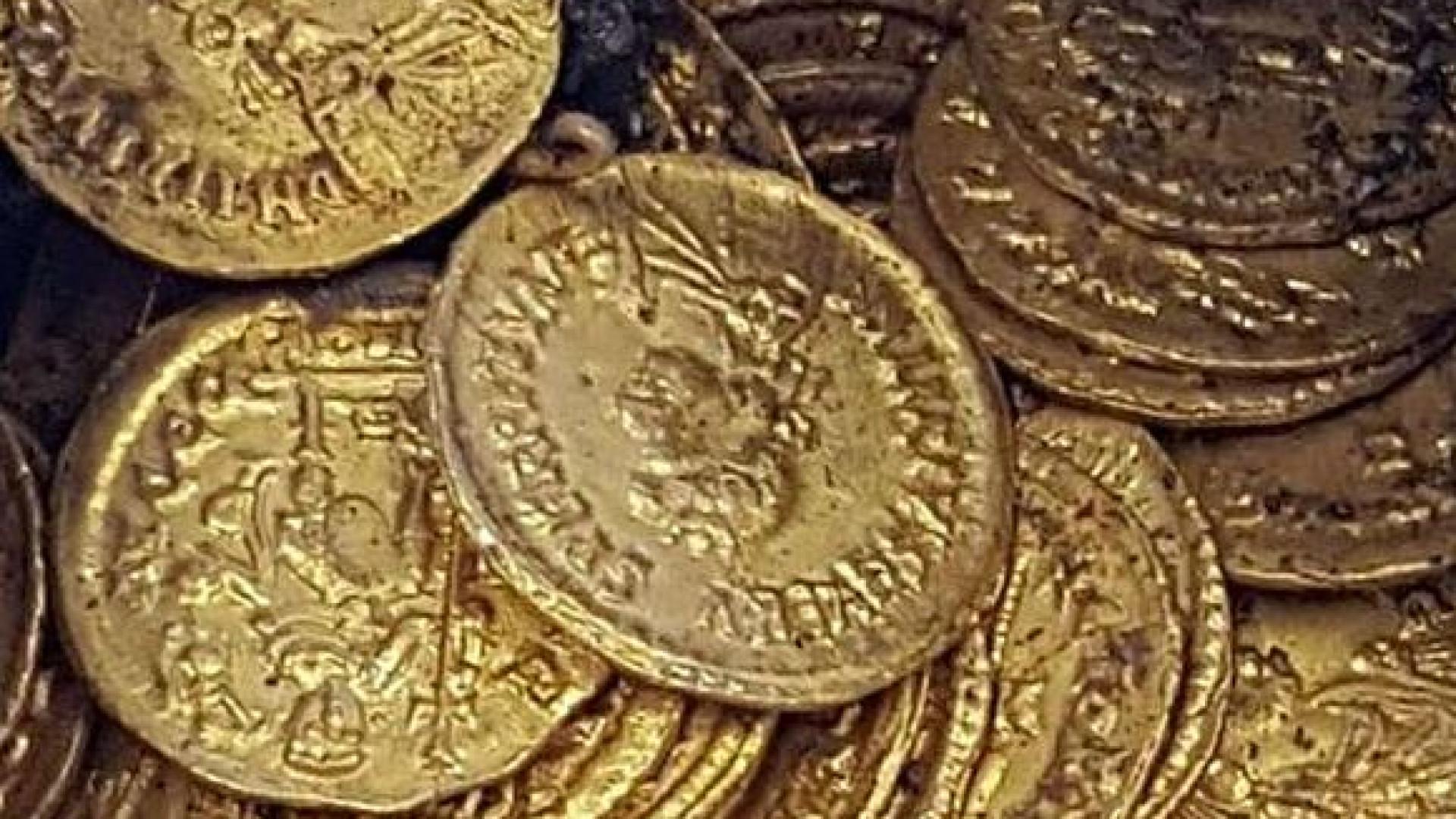 Centenas de moedas de ouro romanas encontradas em antigo teatro italiano