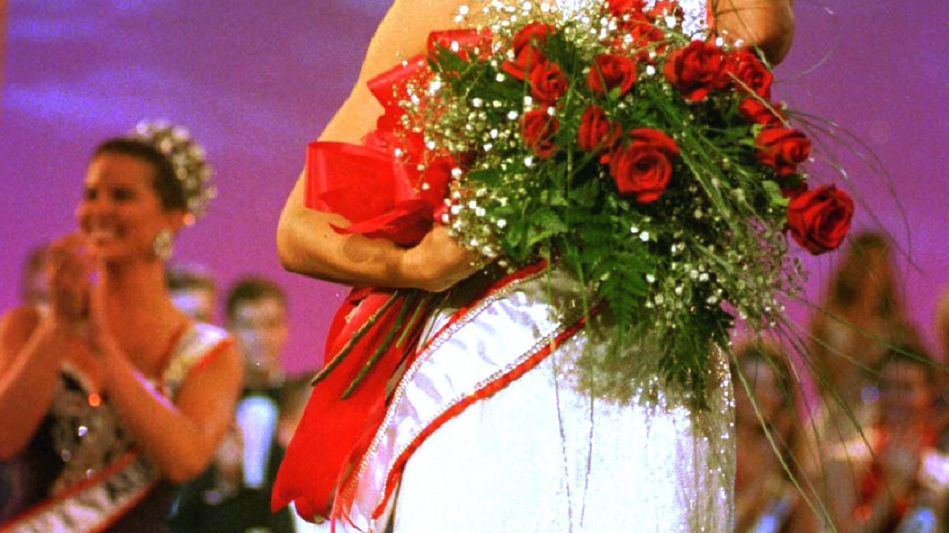 Chelsi Smith, antiga Miss Universo, morre aos 45 anos