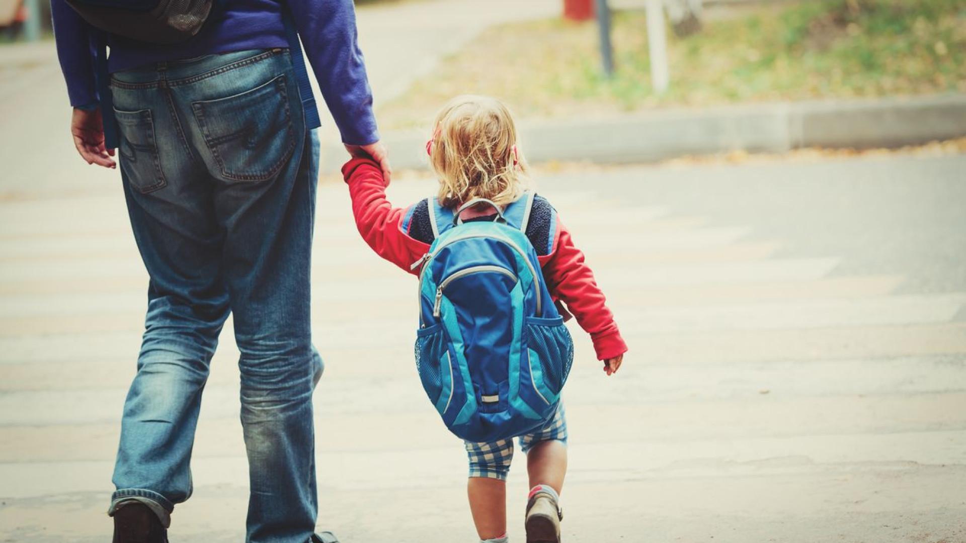 O que pais devem ensinar aos filhos no regresso às aulas, segundo a PSP