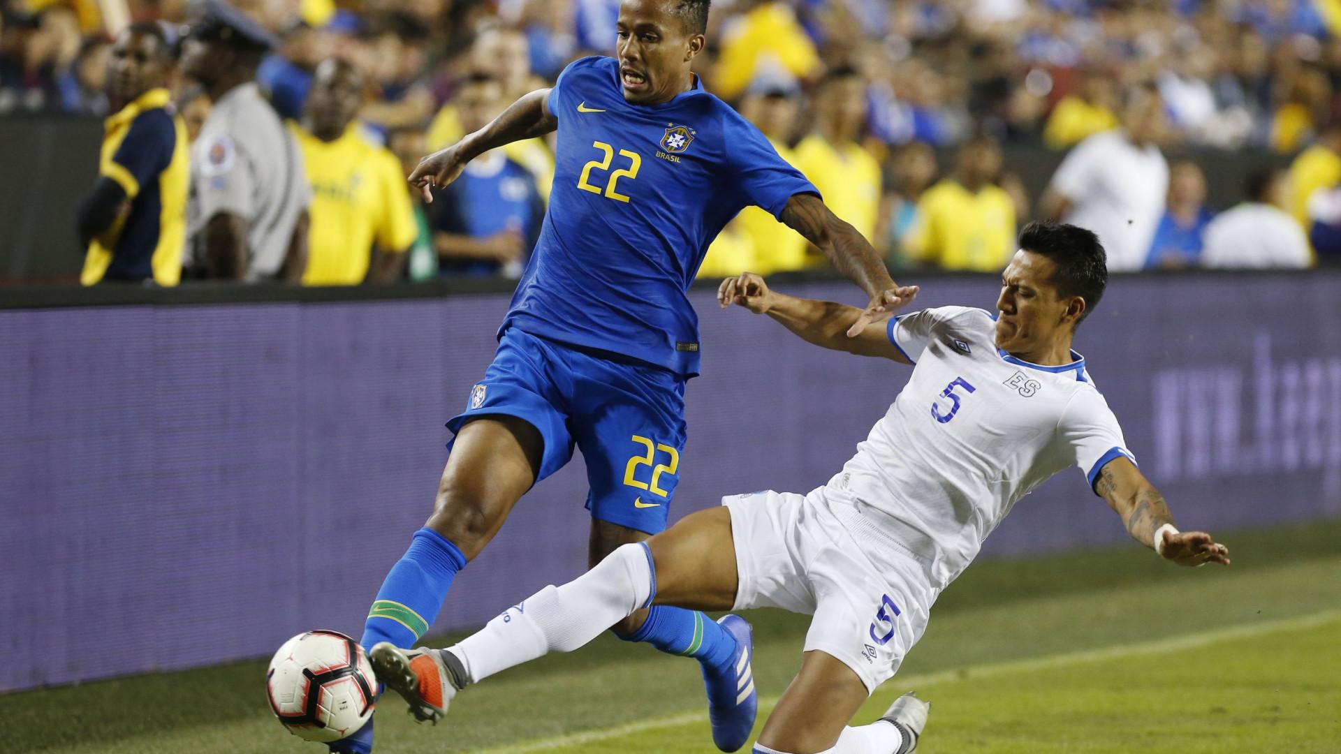 Brasil arrasa El Salvador na estreia de Felipe e Éder Militão
