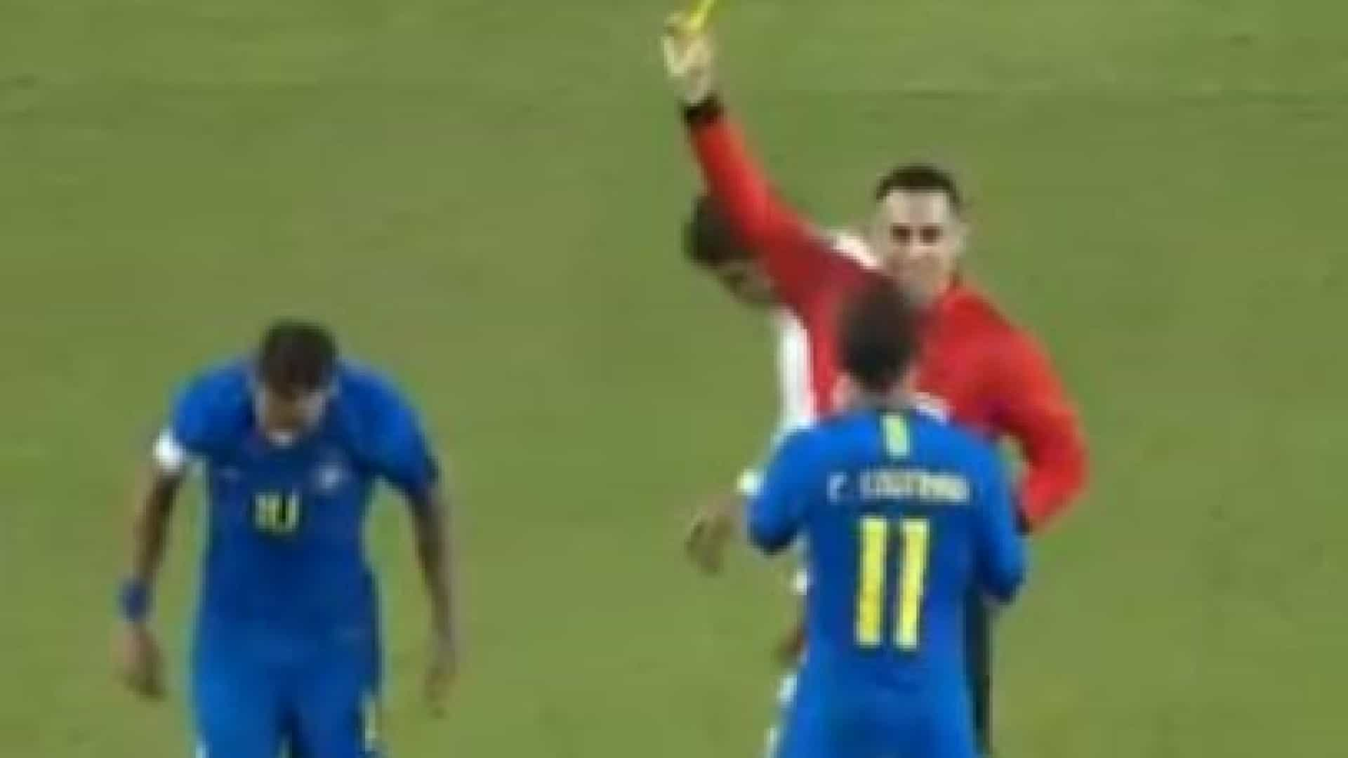 """""""Palhaçada""""? Neymar caiu na área e levou amarelo por simulação"""