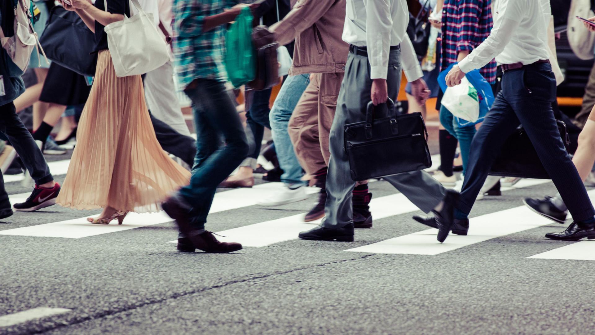 Sabe a 'dança' com que se evita chocar contra alguém? A ciência explica