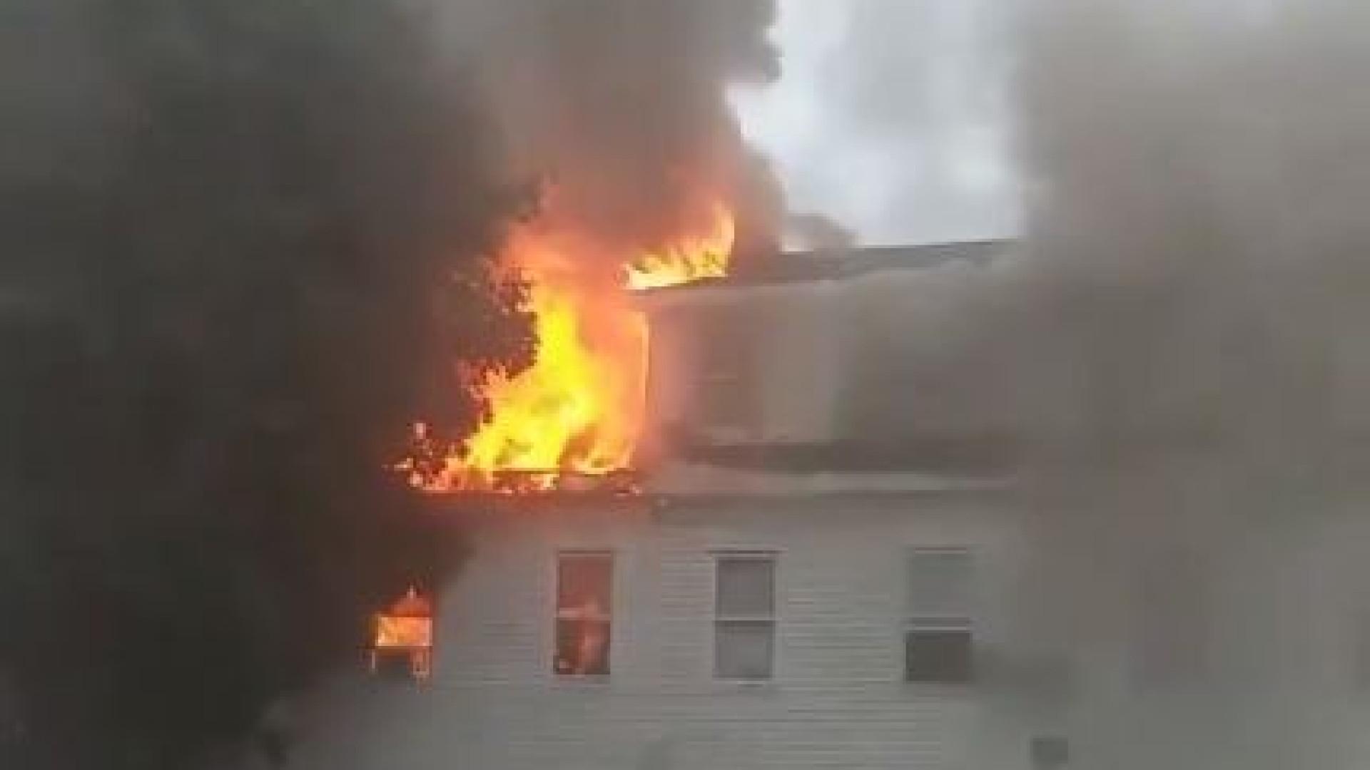 Explosões no Massachusetts devido a rebentamento de conduta de gás