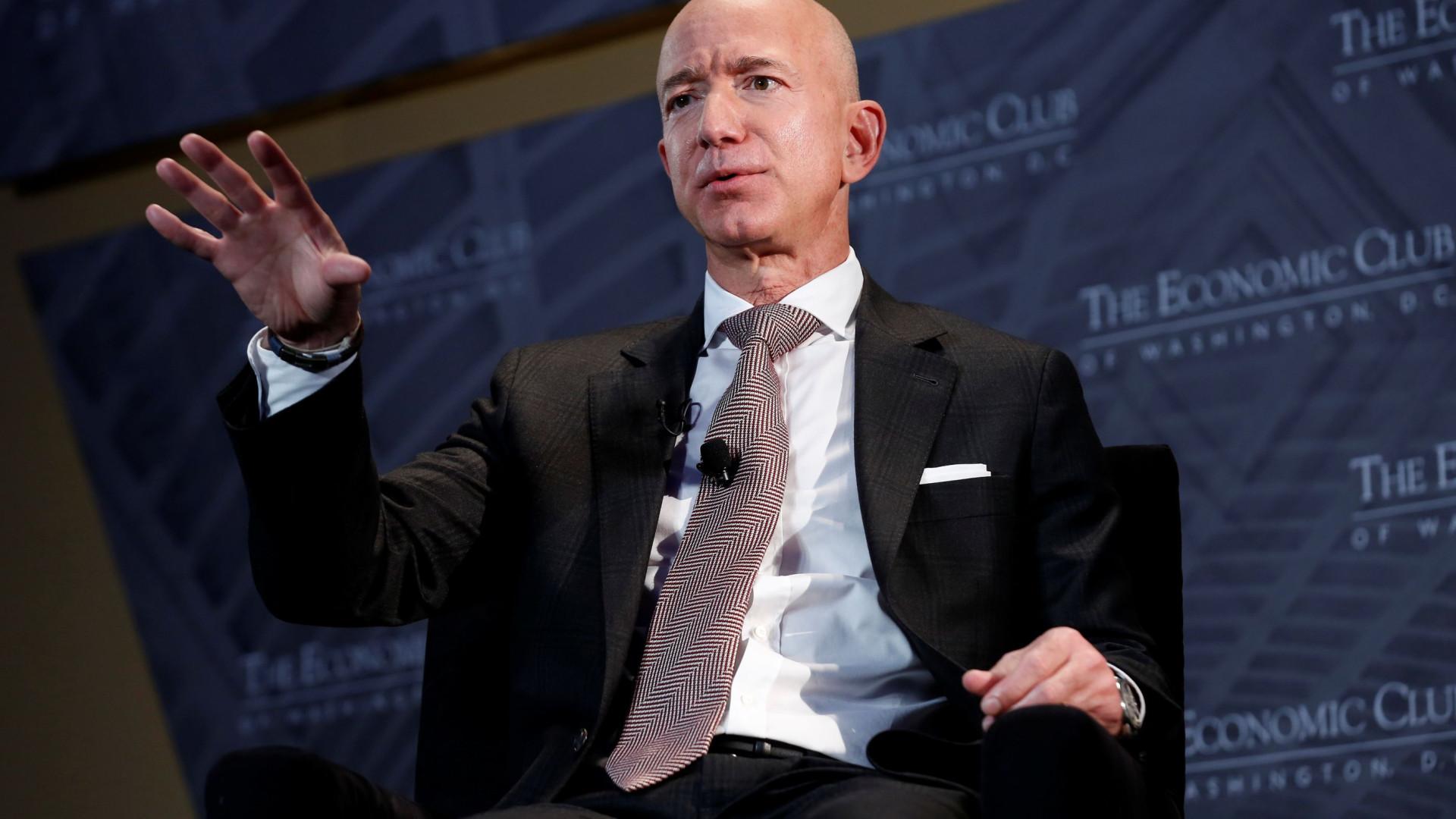 Dono da Amazon diz que foi chantageado com fotos íntimas