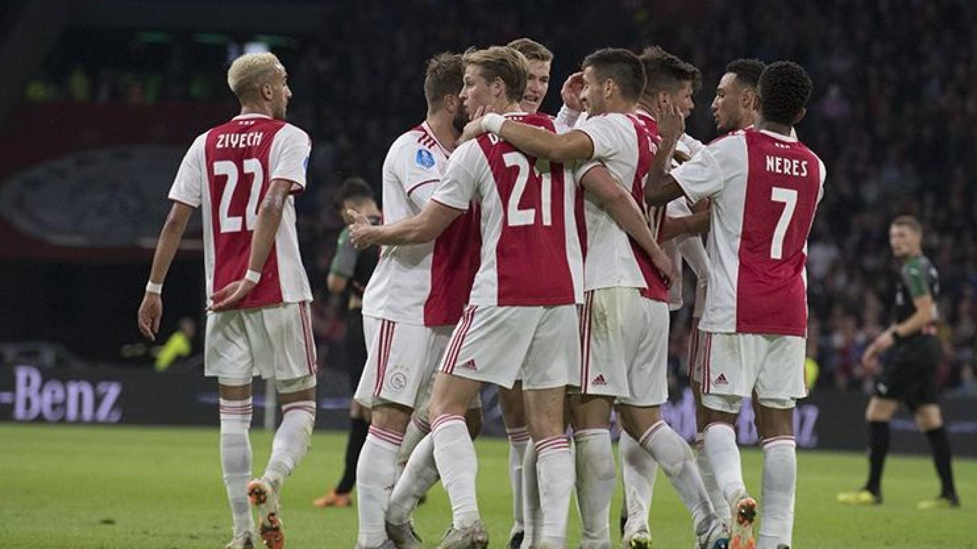 Ajax bate Groningen por 3-0 a continua segundo a dois pontos do líder PSV