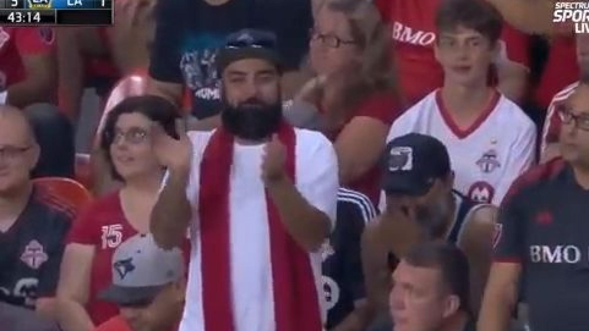 Ibra igualou Messi e CR7 e foi aplaudido pelos adeptos... adversários
