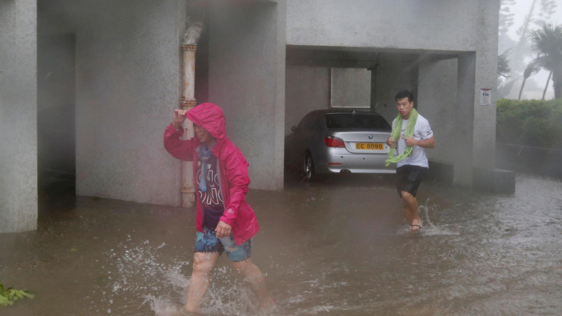 Manghkut deixa pelo menos 49 mortos e 40 desaparecidos nas Filipinas