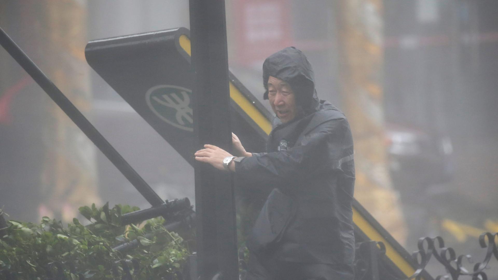 Tufão Mangkhut obriga a deslocar quase 500 mil pessoas de Guangdong