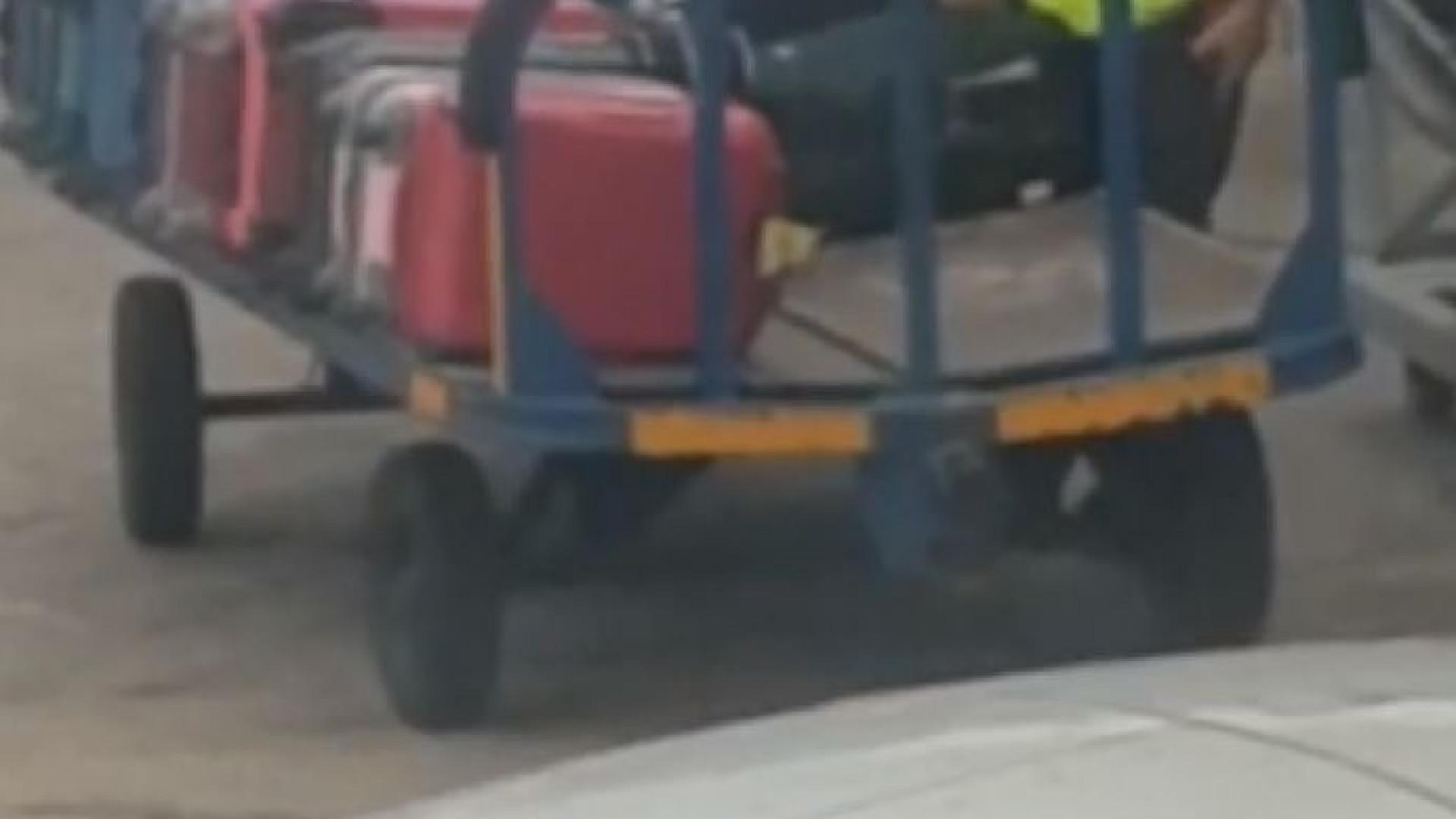 Funcionário de aeroporto apanhado a roubar mala de passageiro em Espanha
