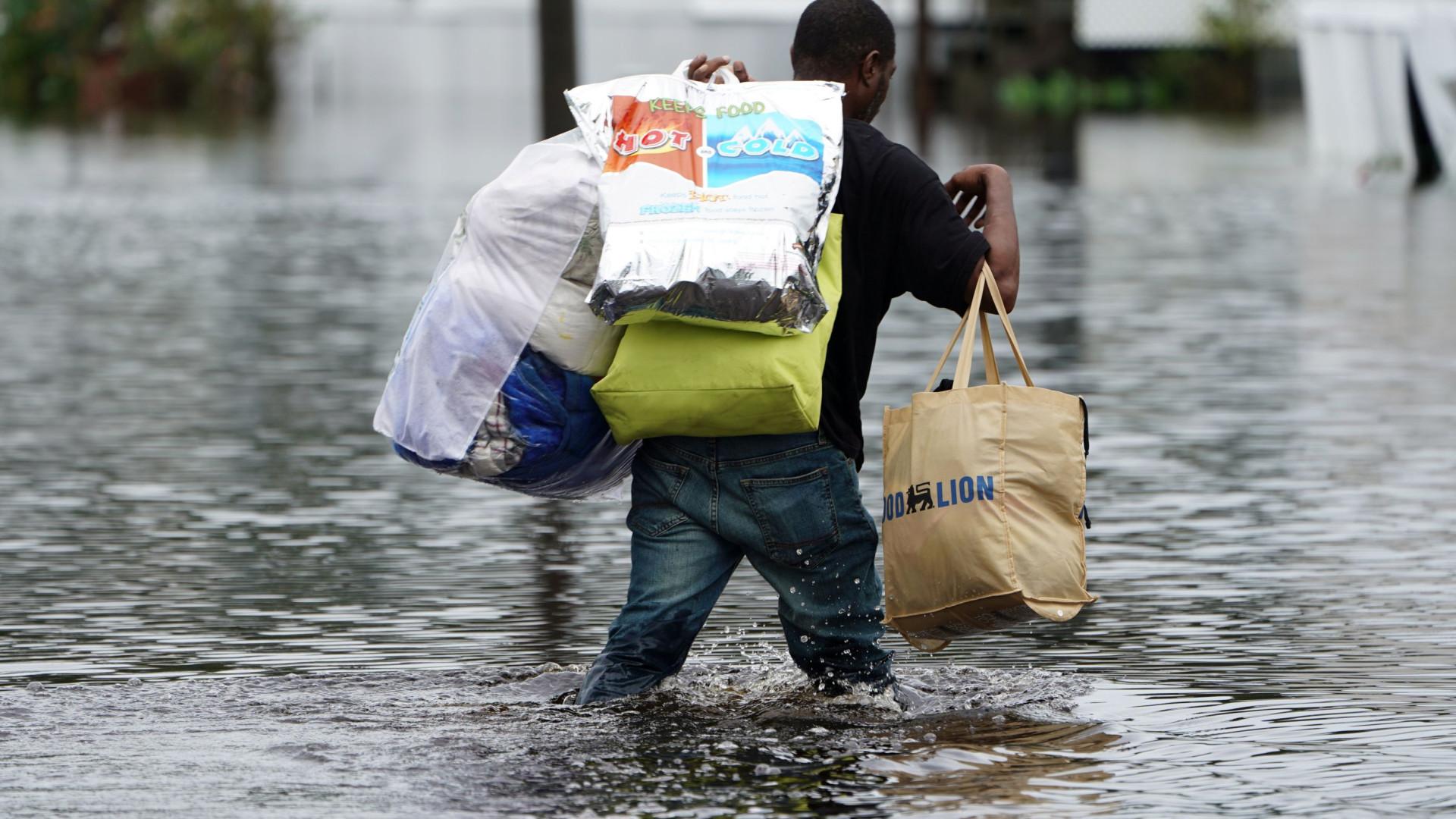 Número de mortos nos EUA devido à tempestade Florence sobe para 14