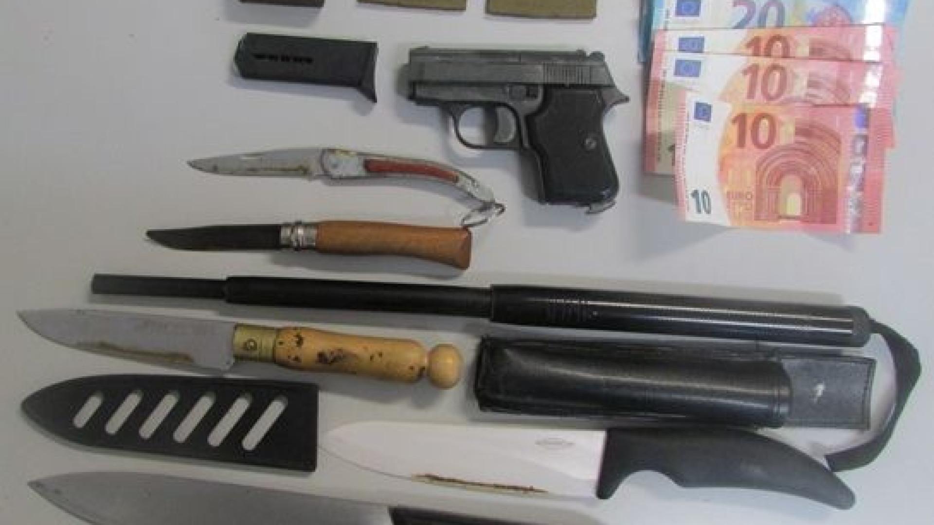 Traficante de droga apanhado com navalhas e um bastão